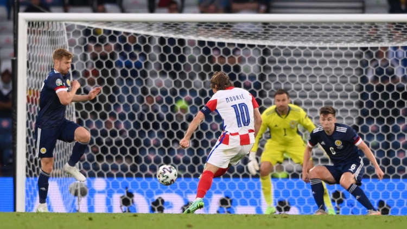 Trực tiếp Croatia 3-1 Scotland: Tuyệt phẩm của Modric