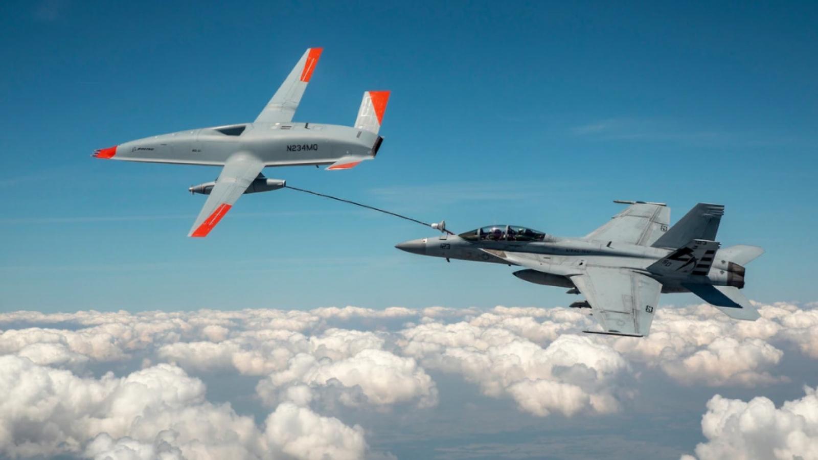 UAV MQ-25 lần đầu thử nghiệm tiếp nhiên liệu trên không cho tiêm kích