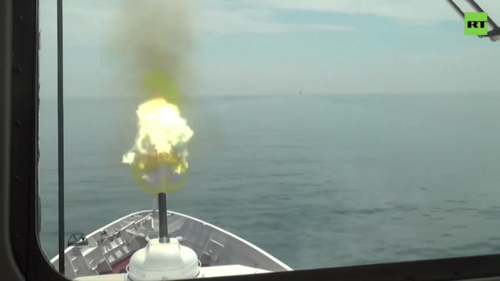 Nga cảnh báo ném bom tàu chiến Anh, căng thẳng bùng phát ở Biển Đen