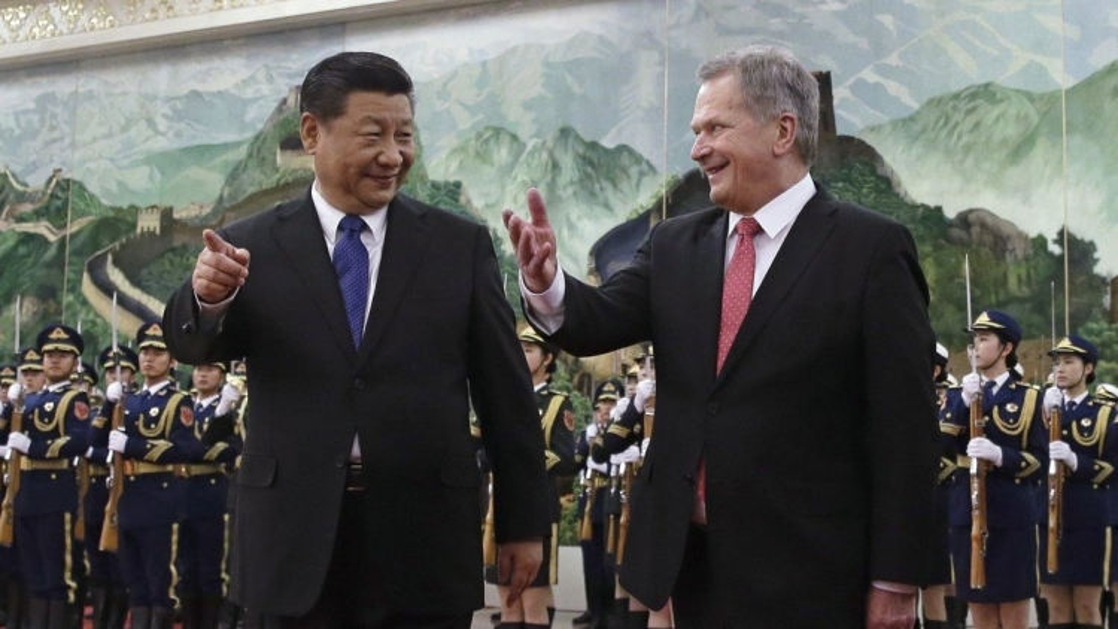 """Mỹ - Trung """"tung chiêu"""" trong cuộc chiến """"giành trái tim"""" châu Âu"""