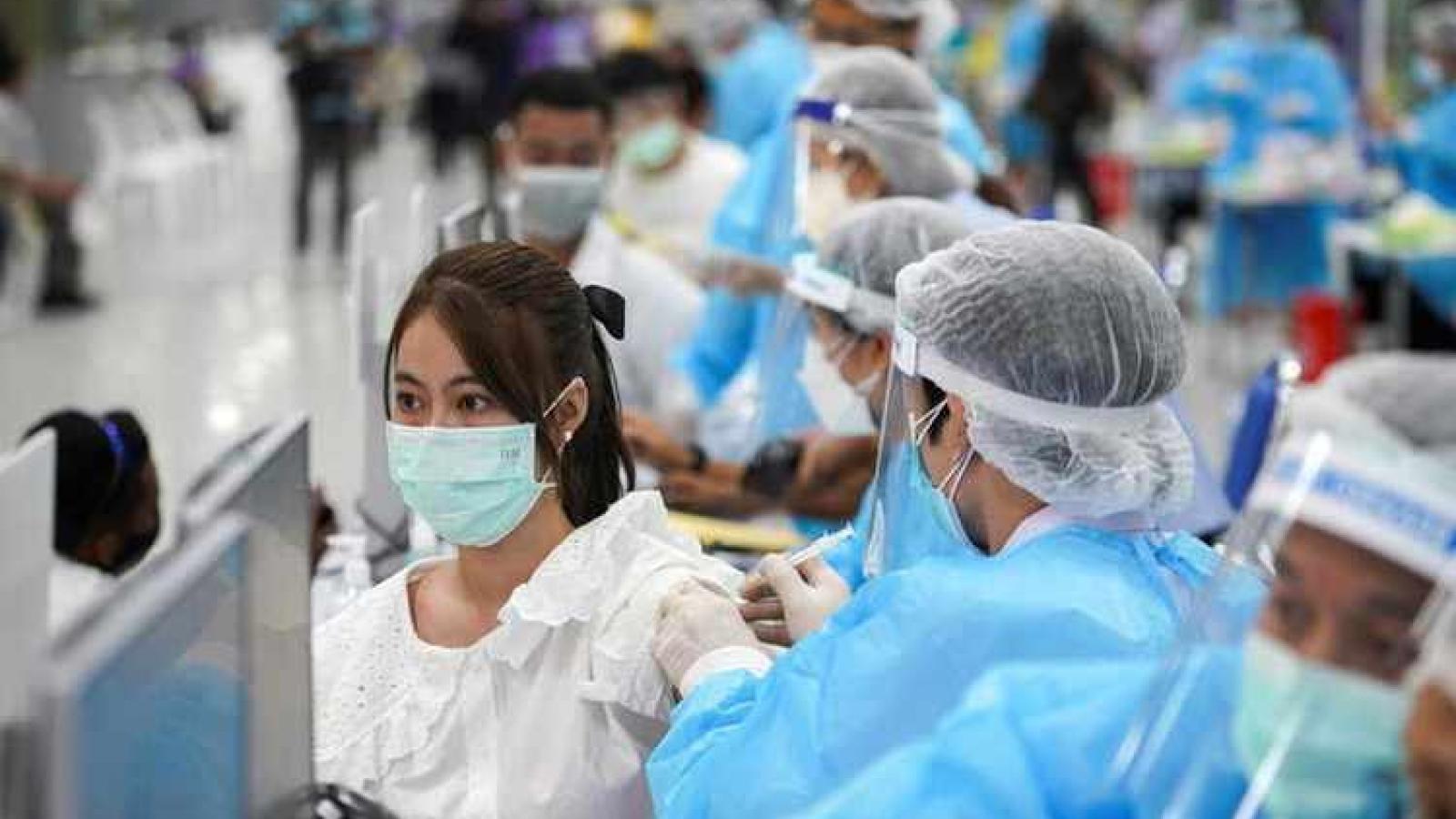 Thái Lan chuẩn bị tiêm vaccine ngừa Covid-19 cho người nước ngoài