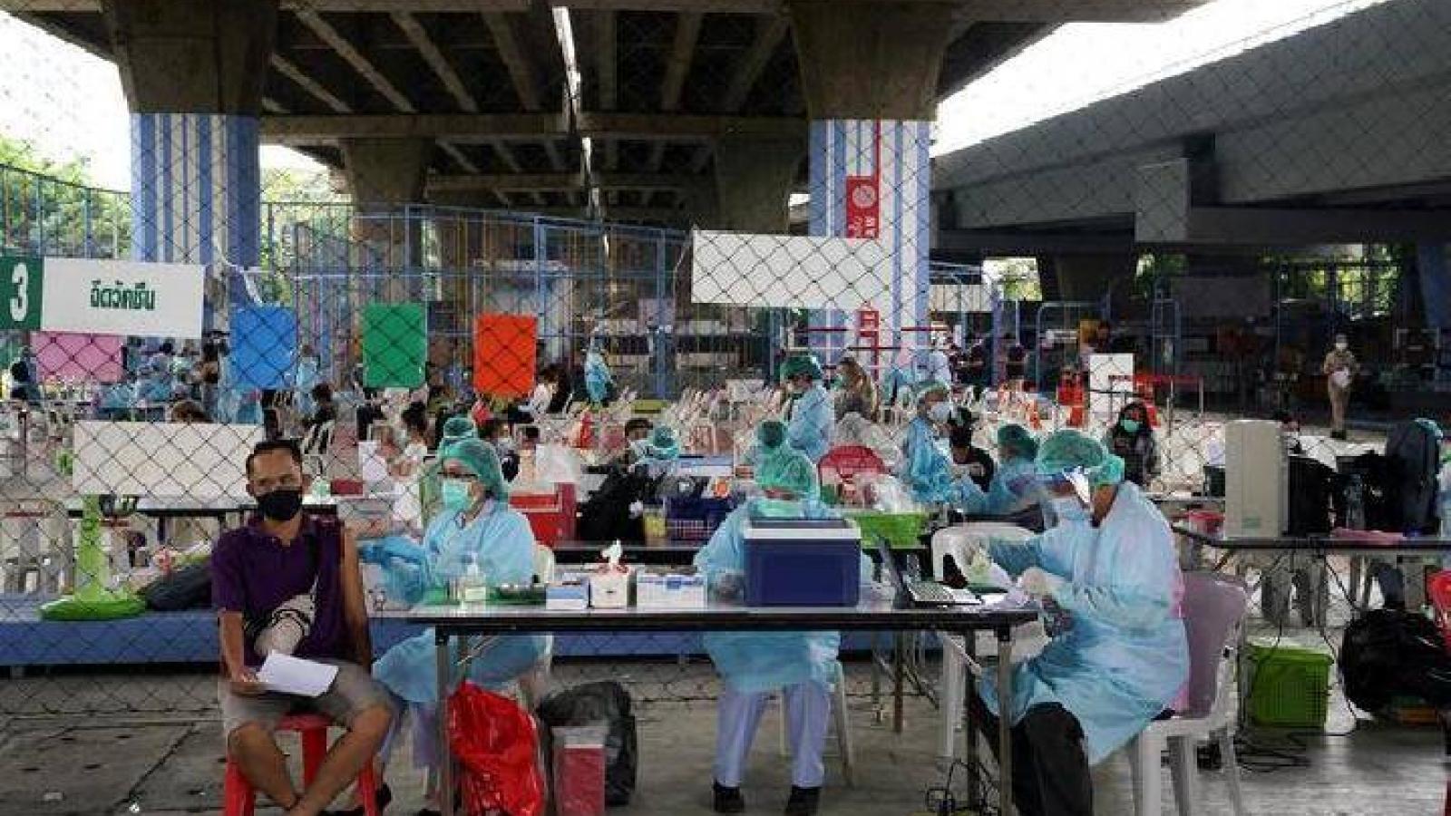 Bệnh viện quá tải nghiêm trọng, Thái Lan tính phong toả thủ đô một tuần