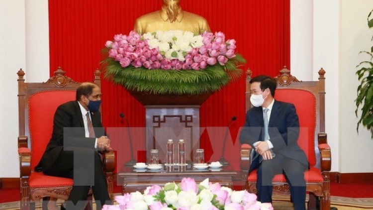Vietnam desires stronger relations with Singapore