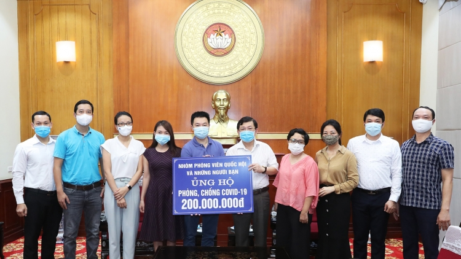 Nhóm Phóng viên Quốc hội và những người bạn ủng hộ 200 triệu đồng phòng, chống Covid-19