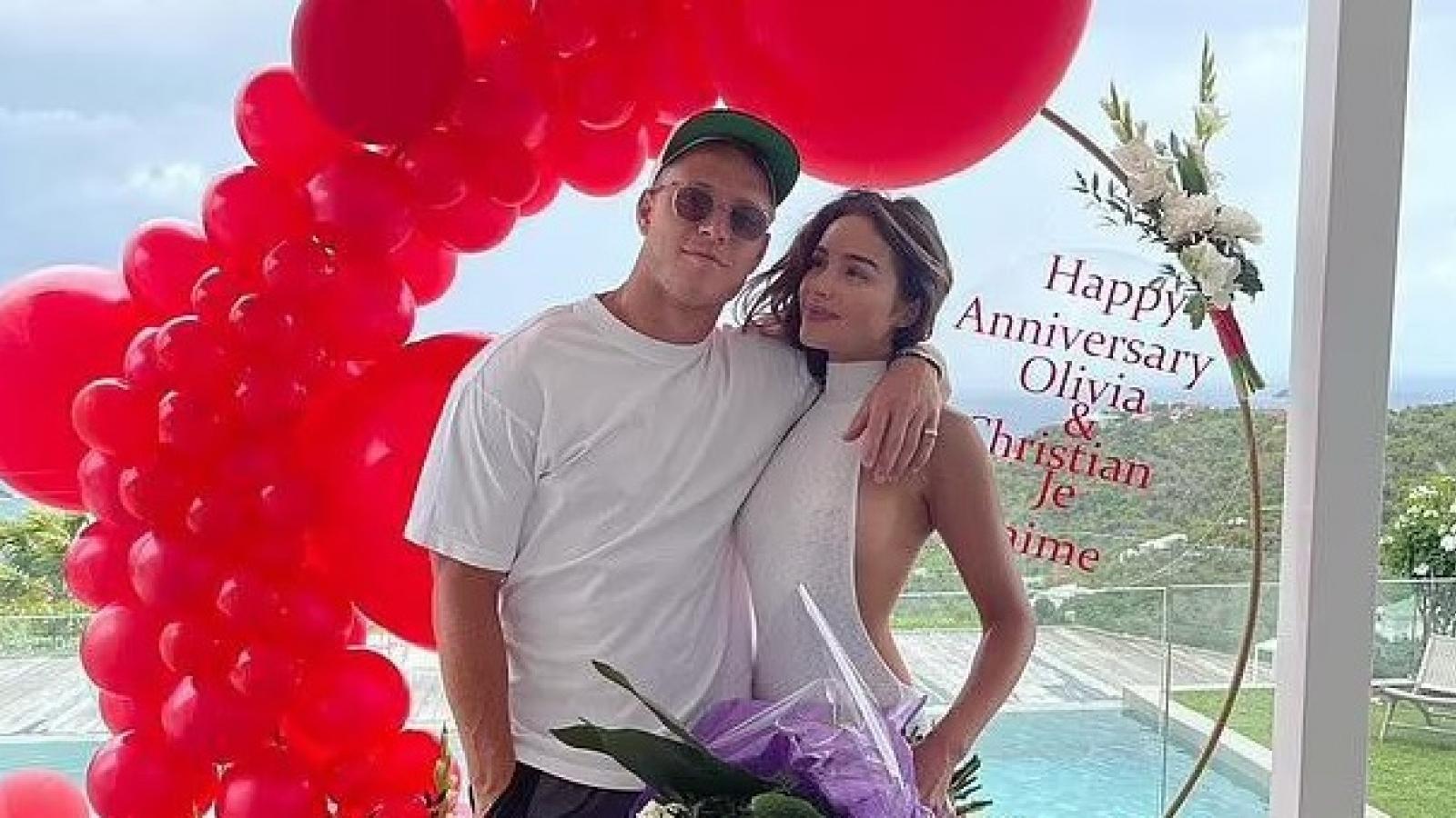 Hoa hậu Olivia Culpo ngọt ngào ôm bạn trai kỷ niệm 2 năm hẹn hò
