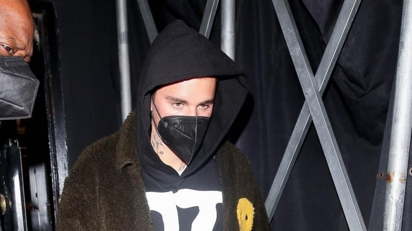 Justin Bieber trở về nhà lúc nửa đêm sau buổi tiệc tùng