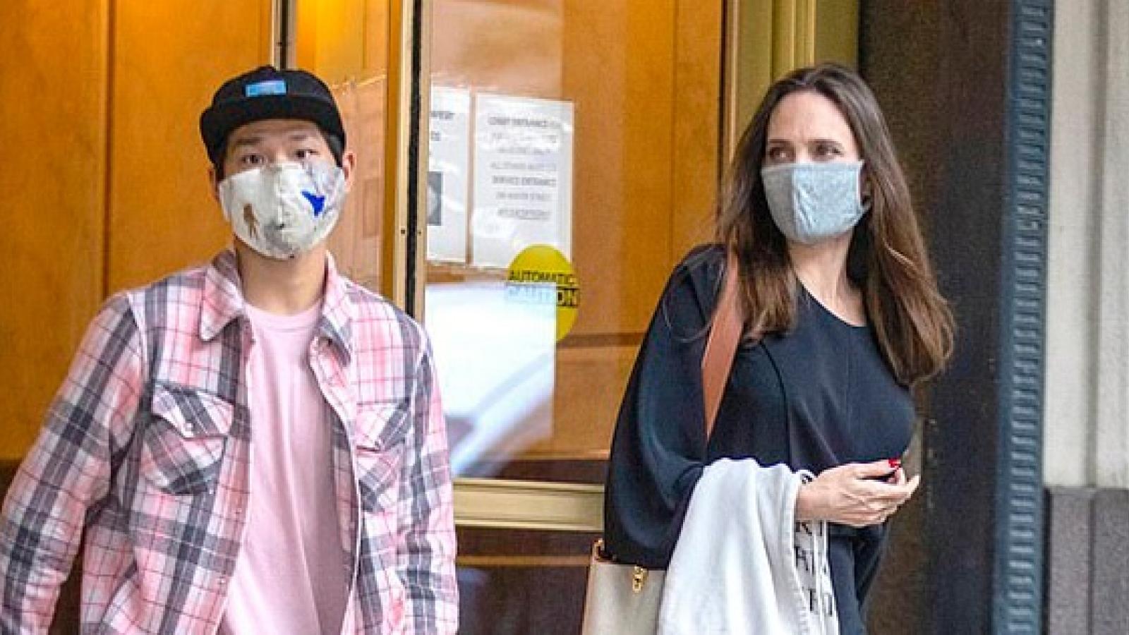 Angelina Jolie đưa con trai Pax Thiên đến nhà chồng cũ Johnny Lee Miller
