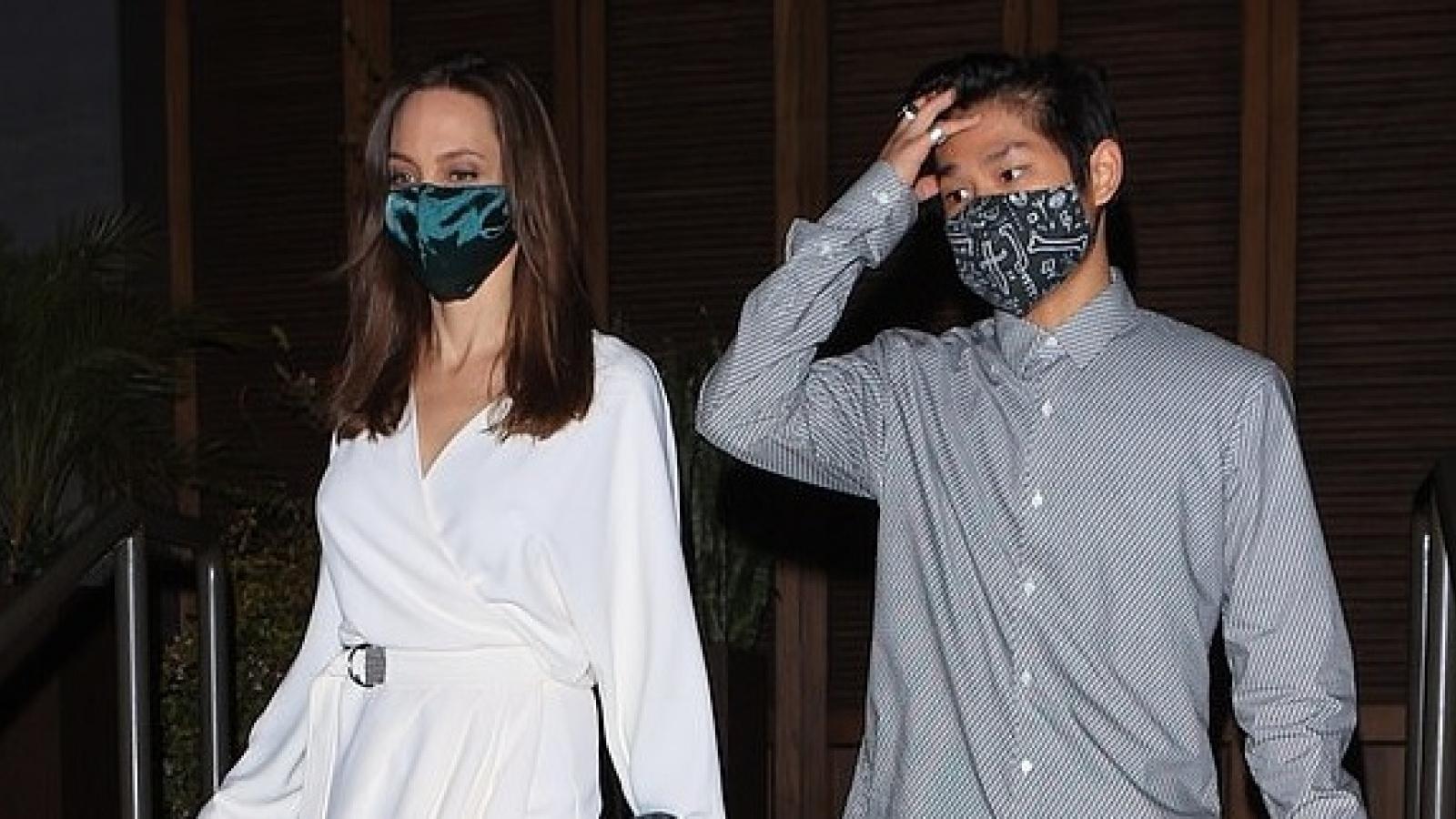 Angelina Jolie thanh lịch đi ăn tối cùng các con ở Los Angeles