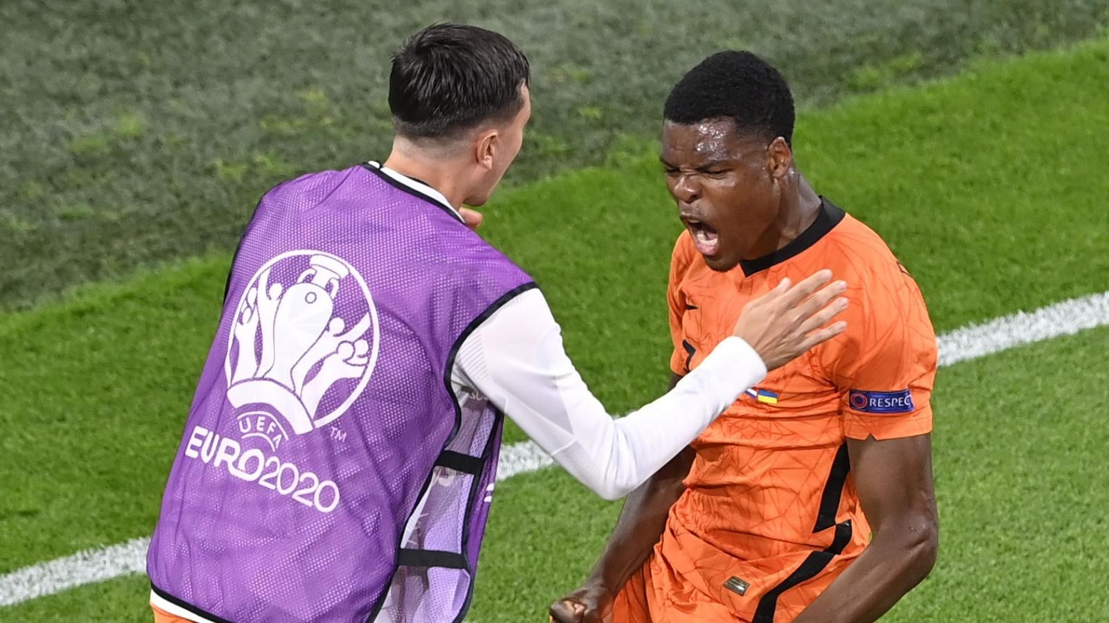 """Thắng """"nghẹt thở"""" Ukraine, Hà Lan tạo nên trận cầu cảm xúc nhất từ đầu EURO 2021"""