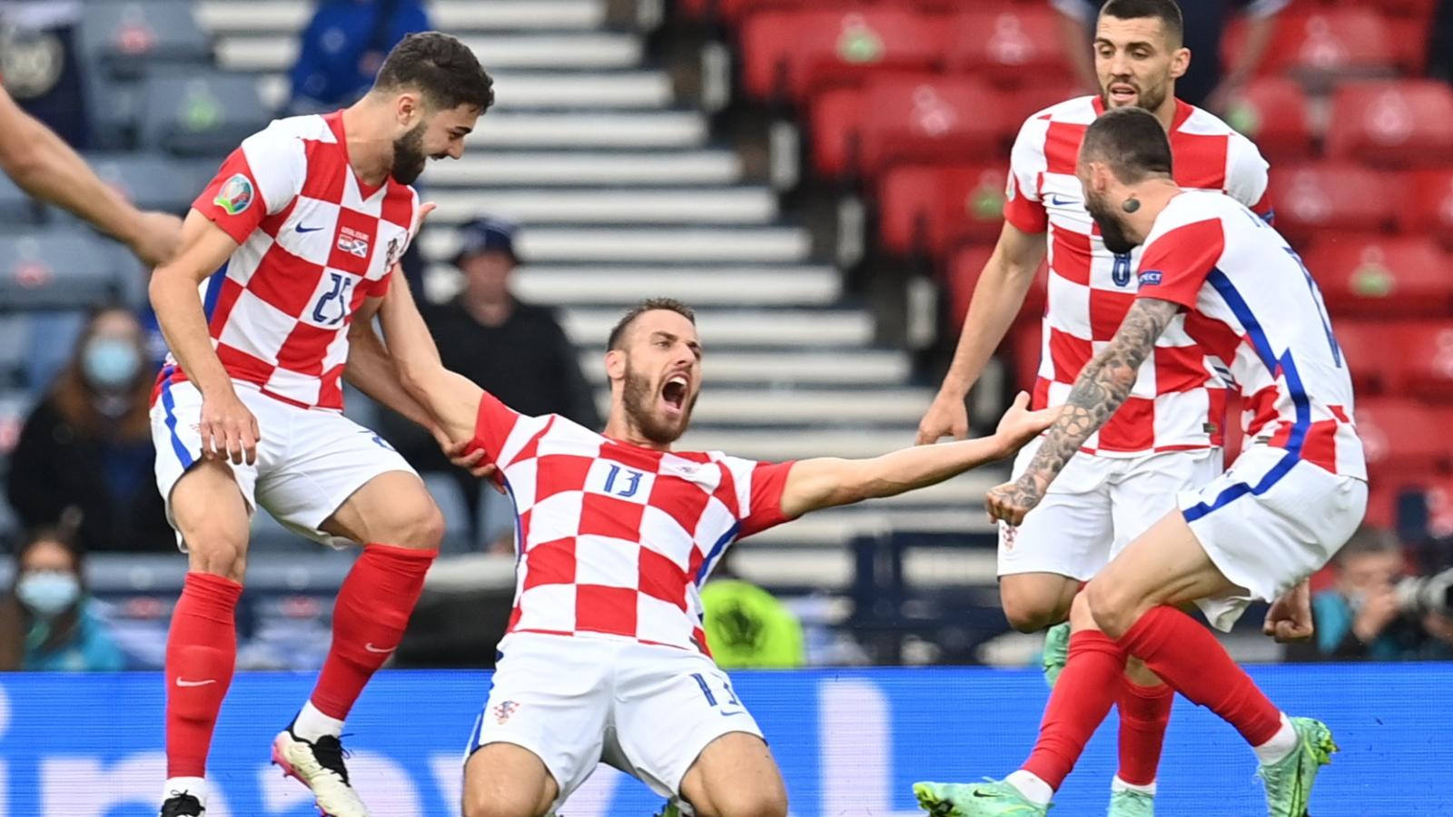 Trực tiếp Croatia 1-1 Scotland: Siêu phẩm sút xa