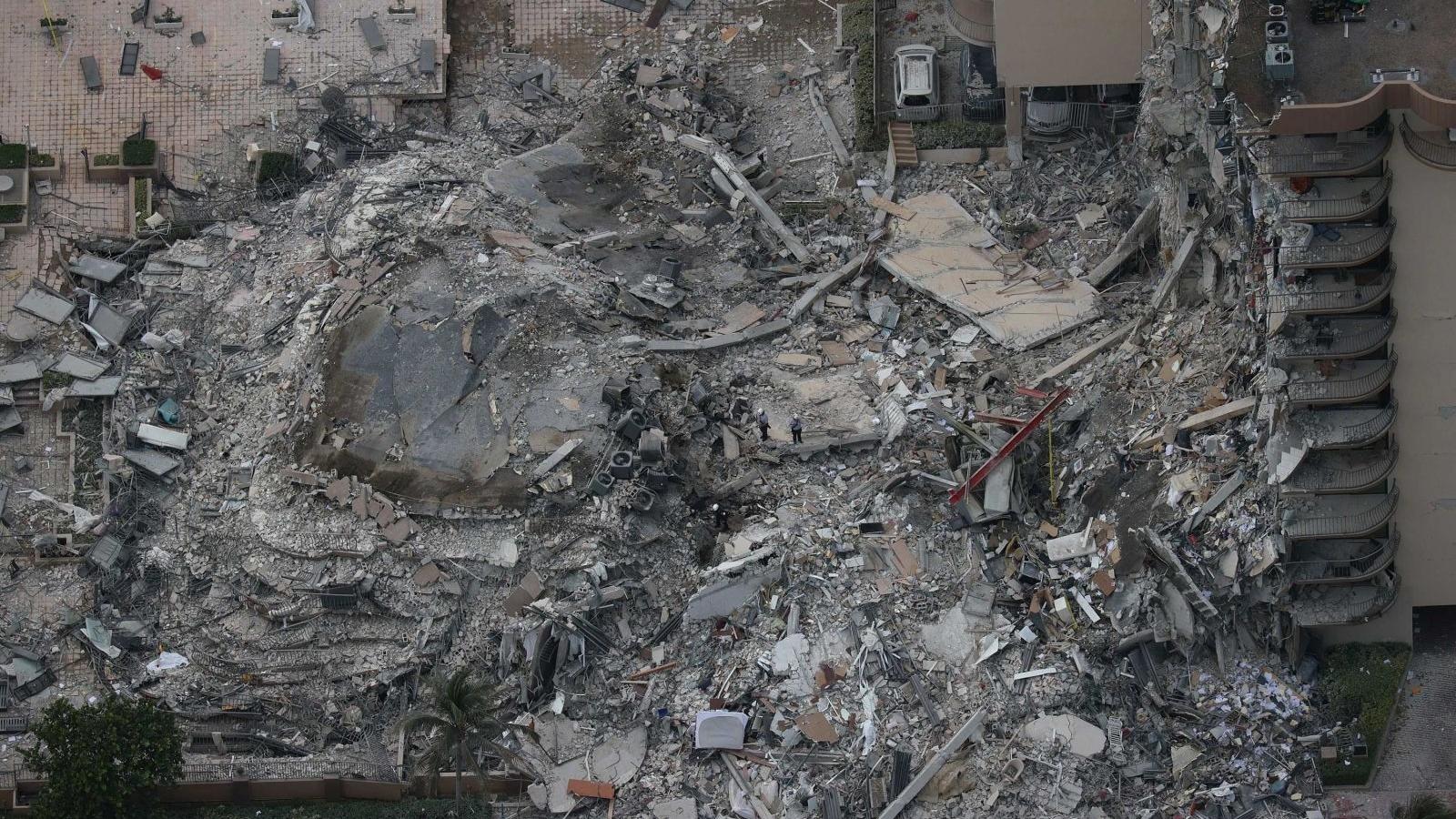 Hiện trường đổ nát vụ sập chung cư kinh hoàng ở Miami (Mỹ)