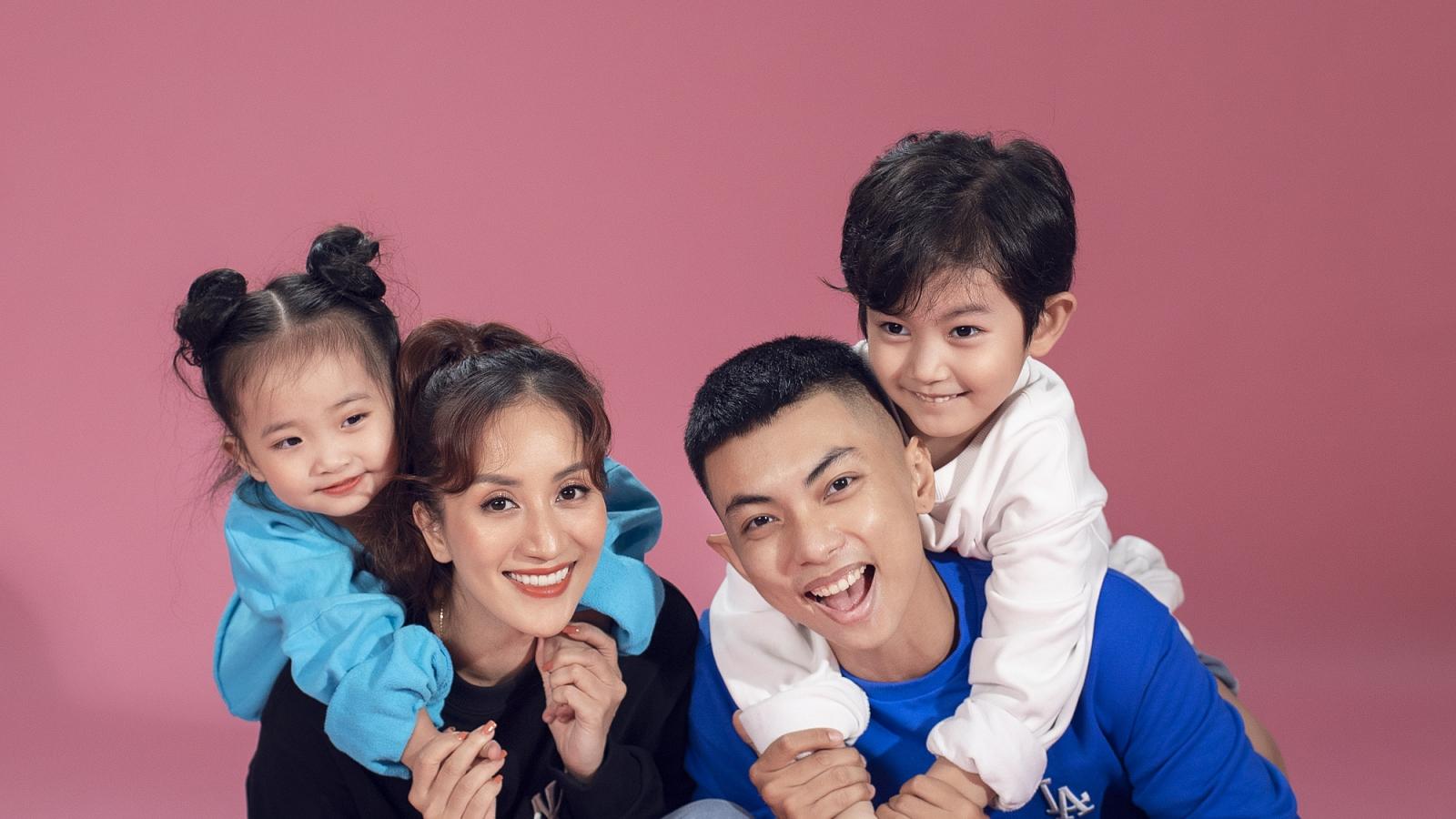 Gia đình Khánh Thi - Phan Hiển dễ thương, tinh nghịch trong bộ ảnh mùa hè