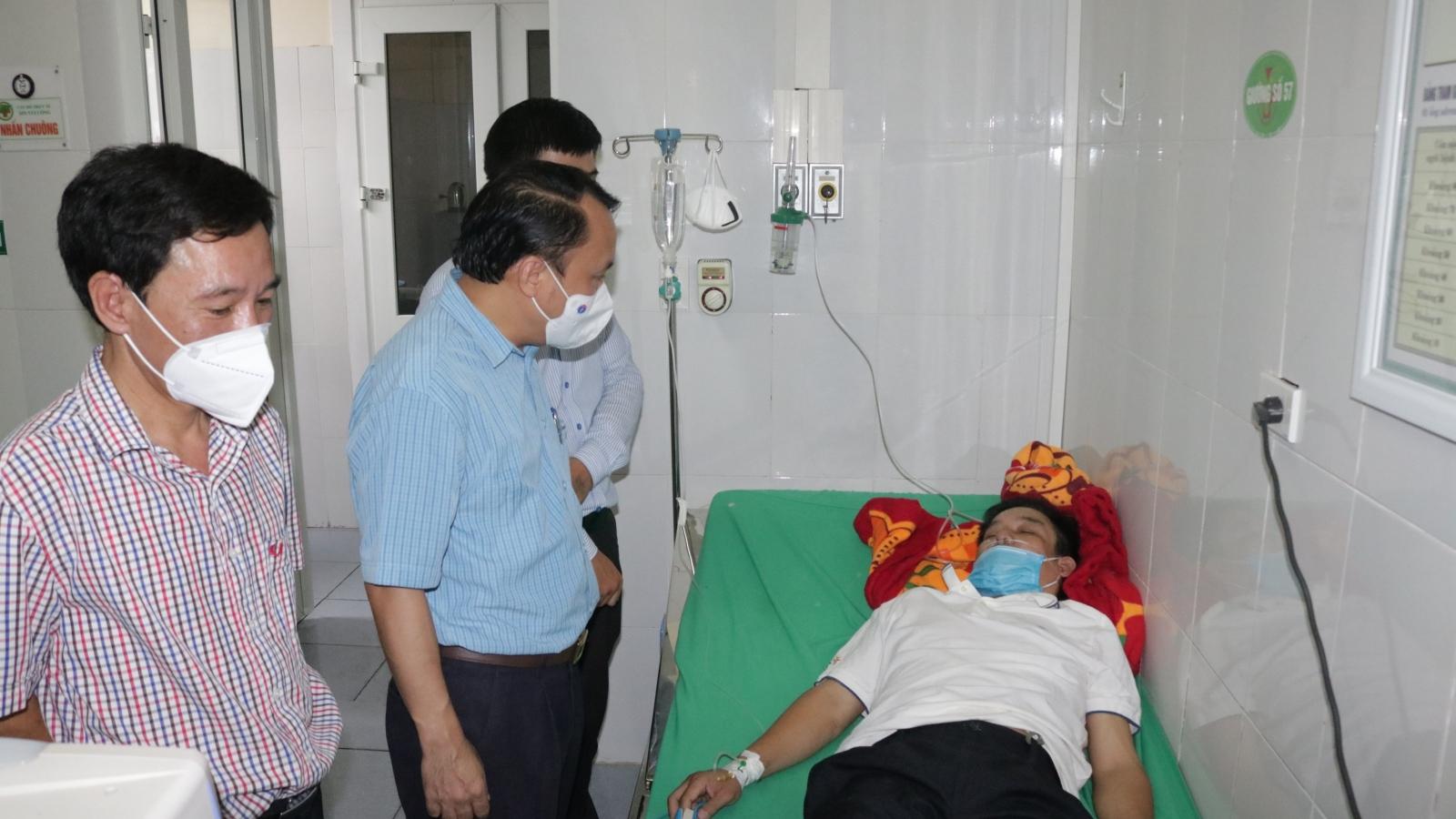 GĐ Trung tâm y tế TP Vinh kiệt sức, phải thở ô xy sau nhiều đêm thức trắng chống Covid-19
