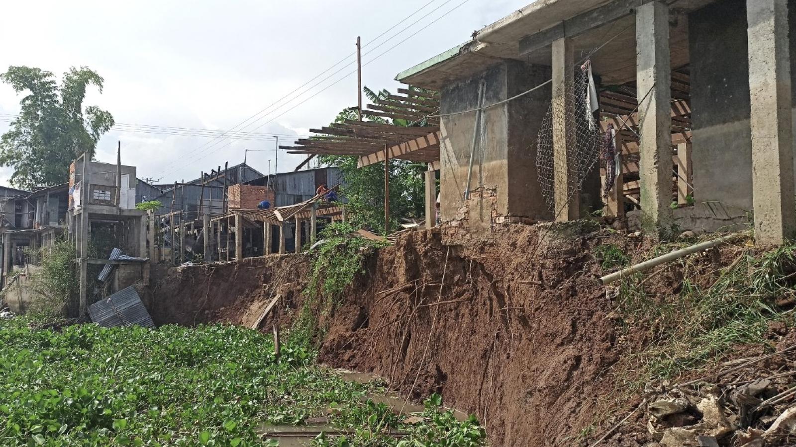 Sạt lở nghiêm trọng ở An Giang, 6 nhà dân phải di dời khẩn cấp