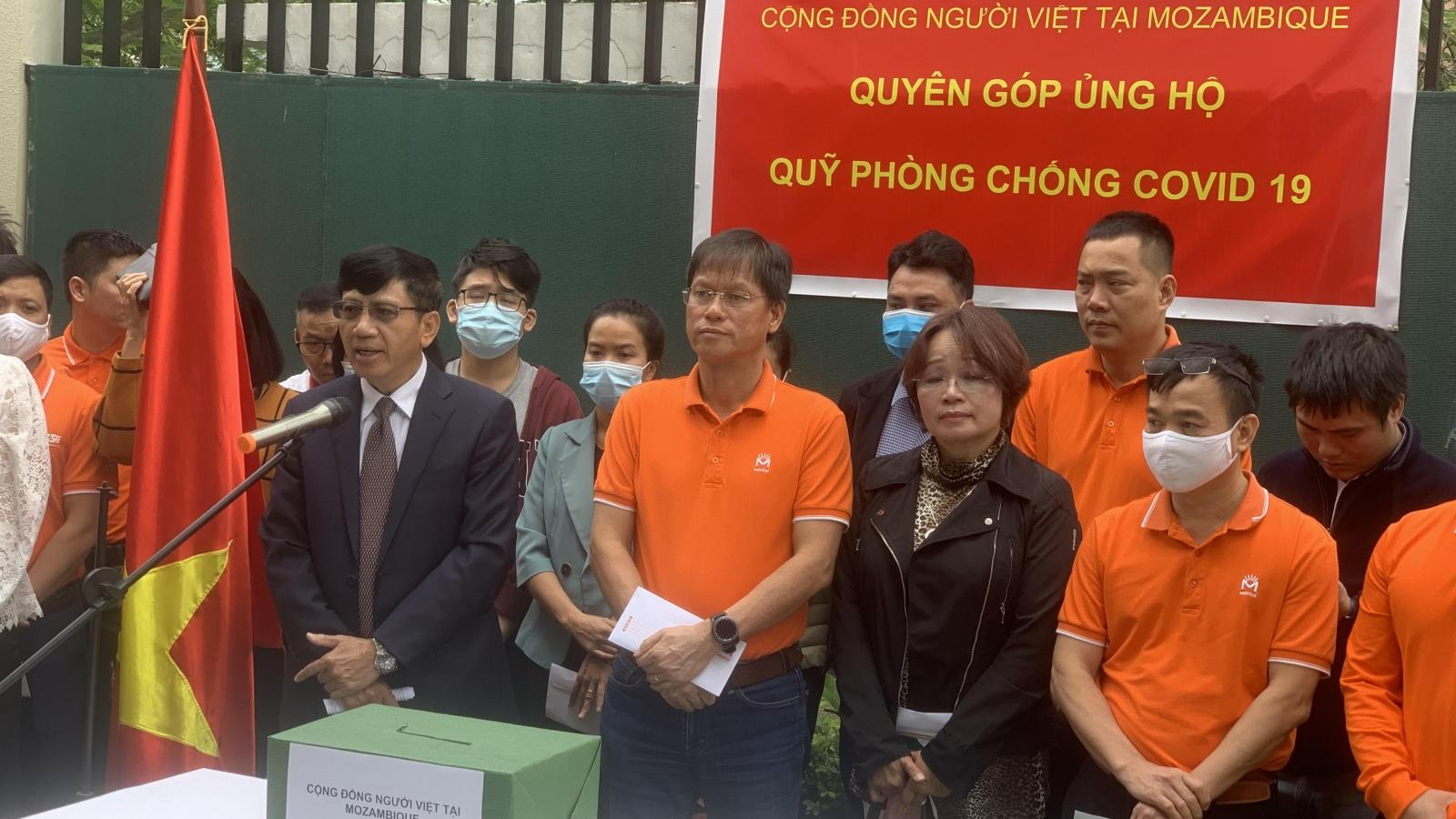 Cộng đồng người Việt ởMozmabique ủng hộ Quỹ Vaccine phòng, chống COVID-19