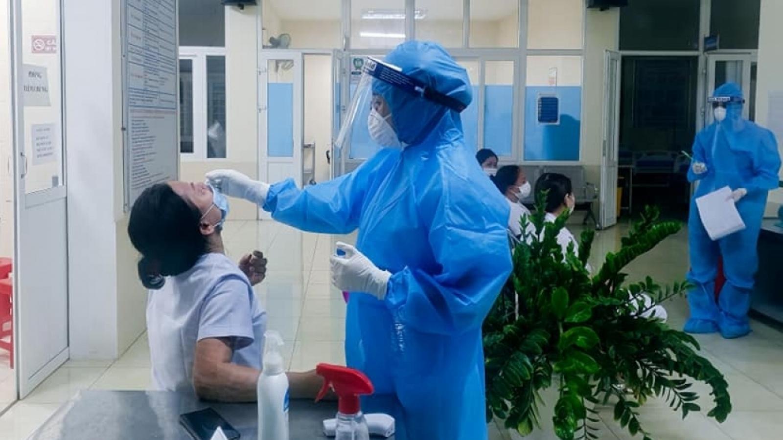 Phát hiện 26 ca mắc Covid-19, đoàn công tác Bộ Y tế đến Nghệ An