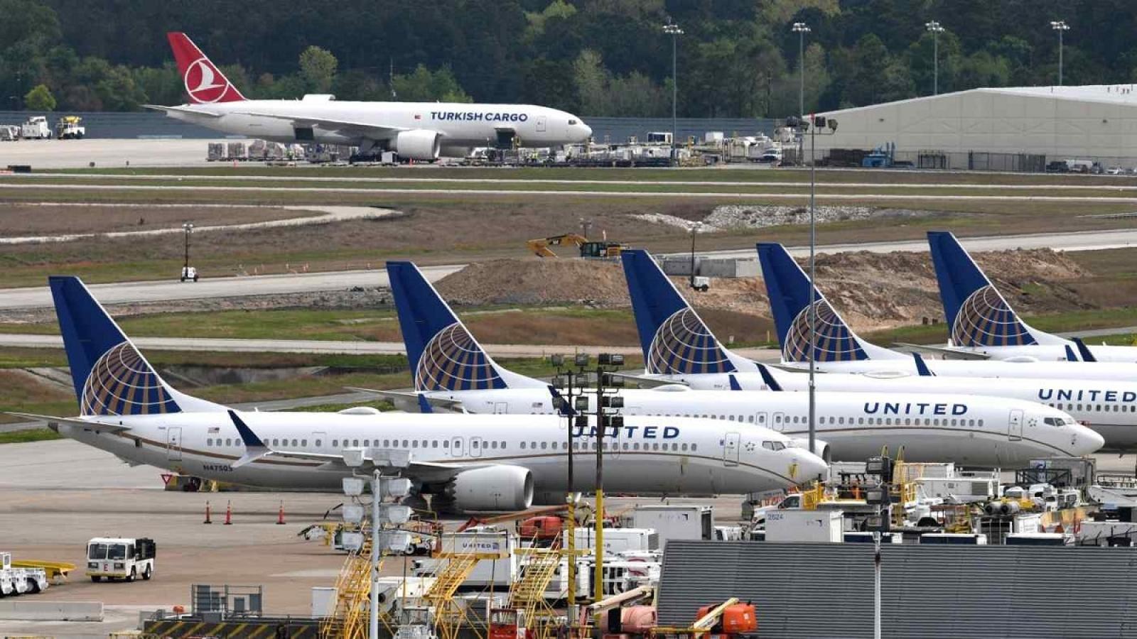 Đơn hàng mua 270 máy bay của United Airlines và tín hiệu phục hồi của hàng không thế giới