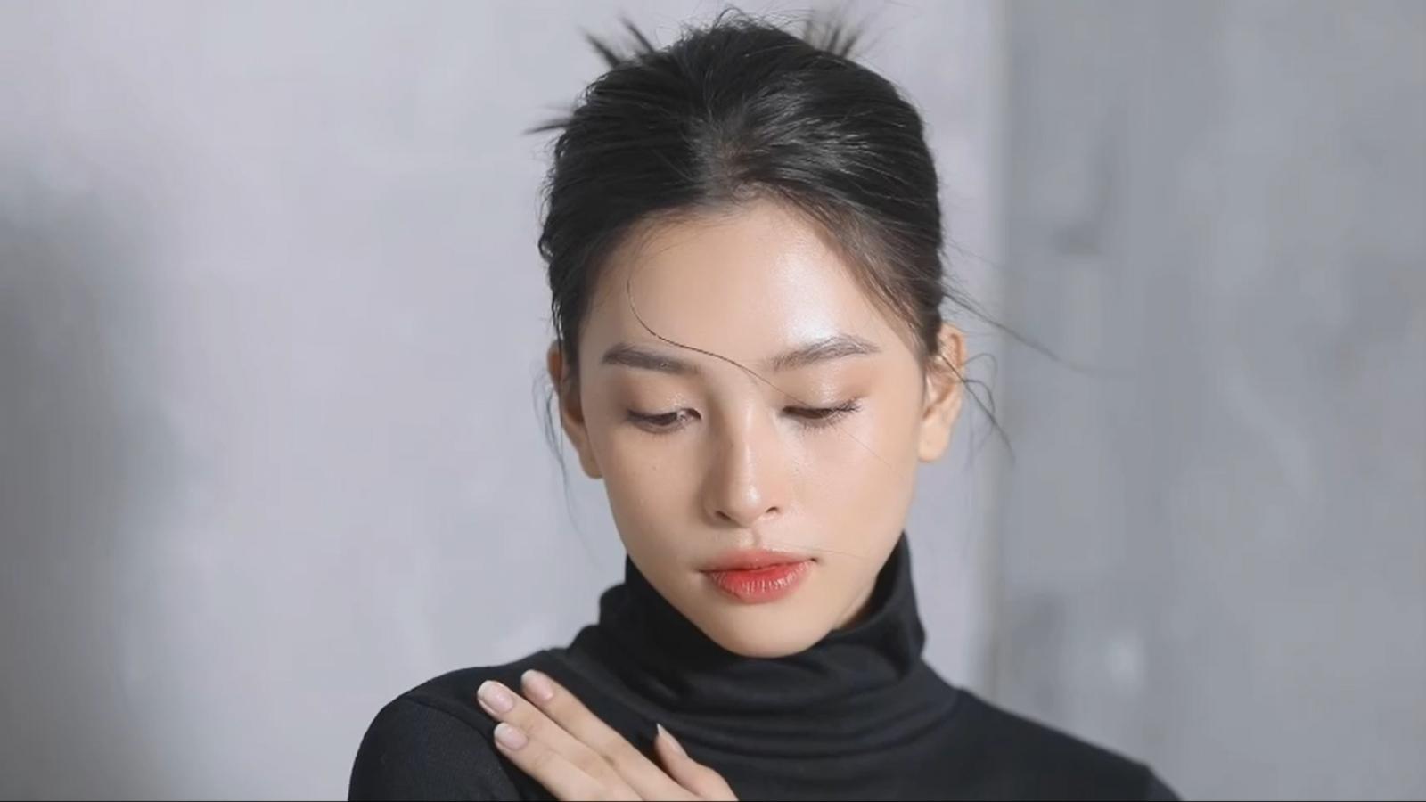 """Tiểu Vy khiến người hâm mộ xao xuyến với vẻ đẹp mong manh khi hoá """"nàng thơ"""""""