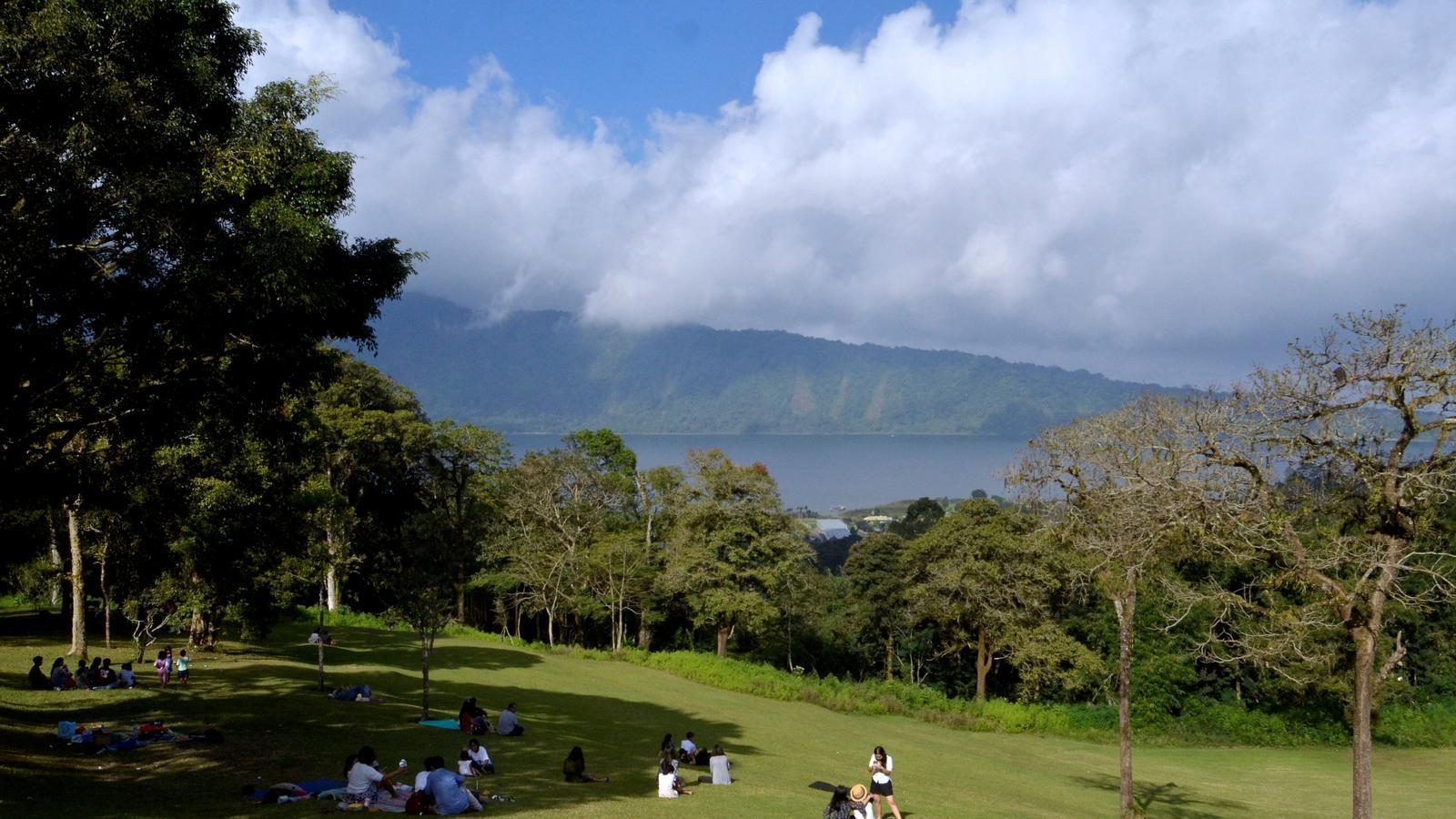 """Du lịch Bali muốn """"giải cơn khát"""" bằng khách nội địa"""