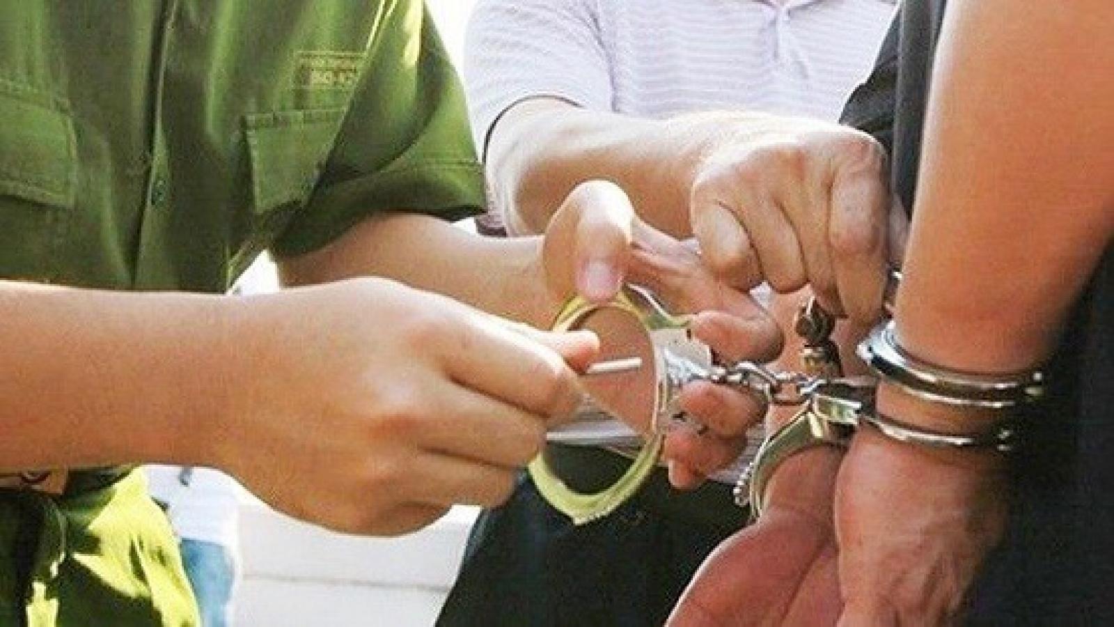 Khởi tố nam thanh niên chống người thi hành công vụ