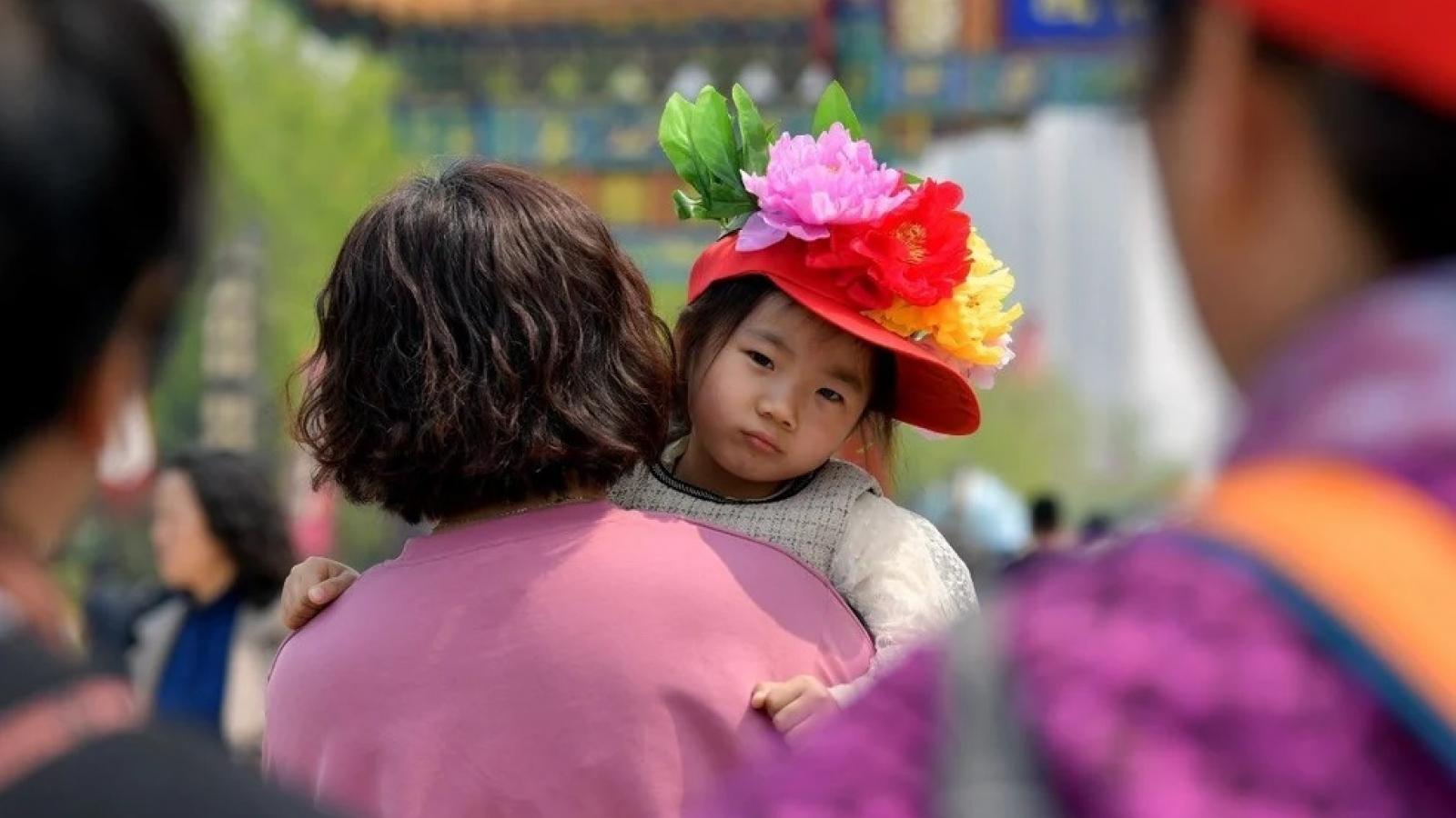 Triển vọng kinh tế Trung Quốc vẫn u ám dù áp dụng chính sách 3 con
