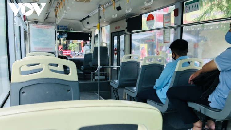 Hanoi bus service not favoured by local residents amid COVID-19 fears