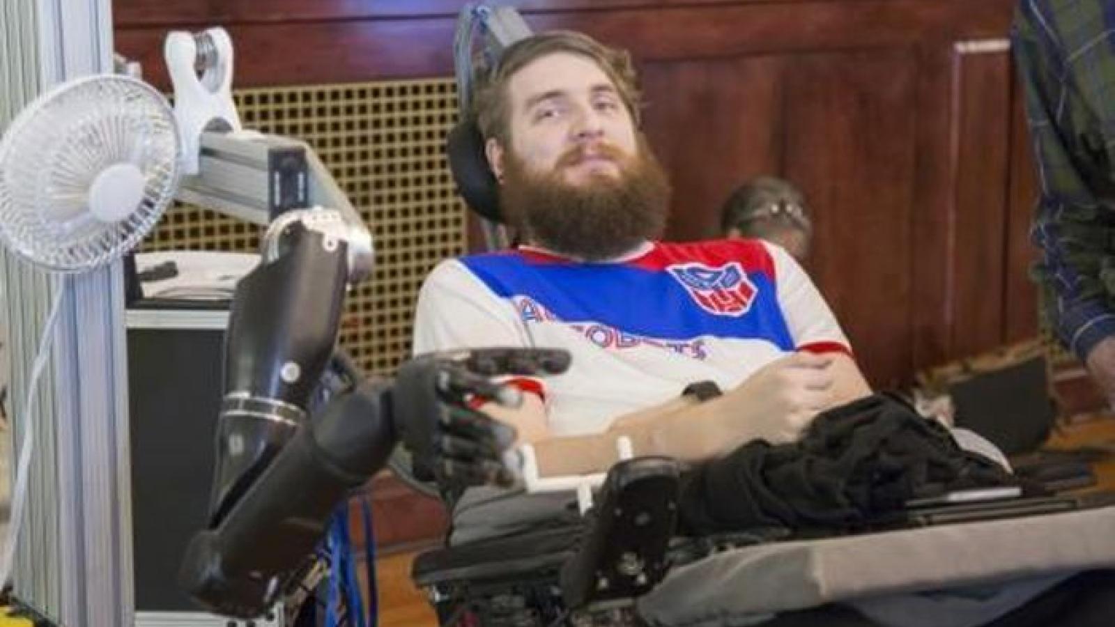 Mỹ nghiên cứu dùng tâm trí điều khiển cánh tay robot