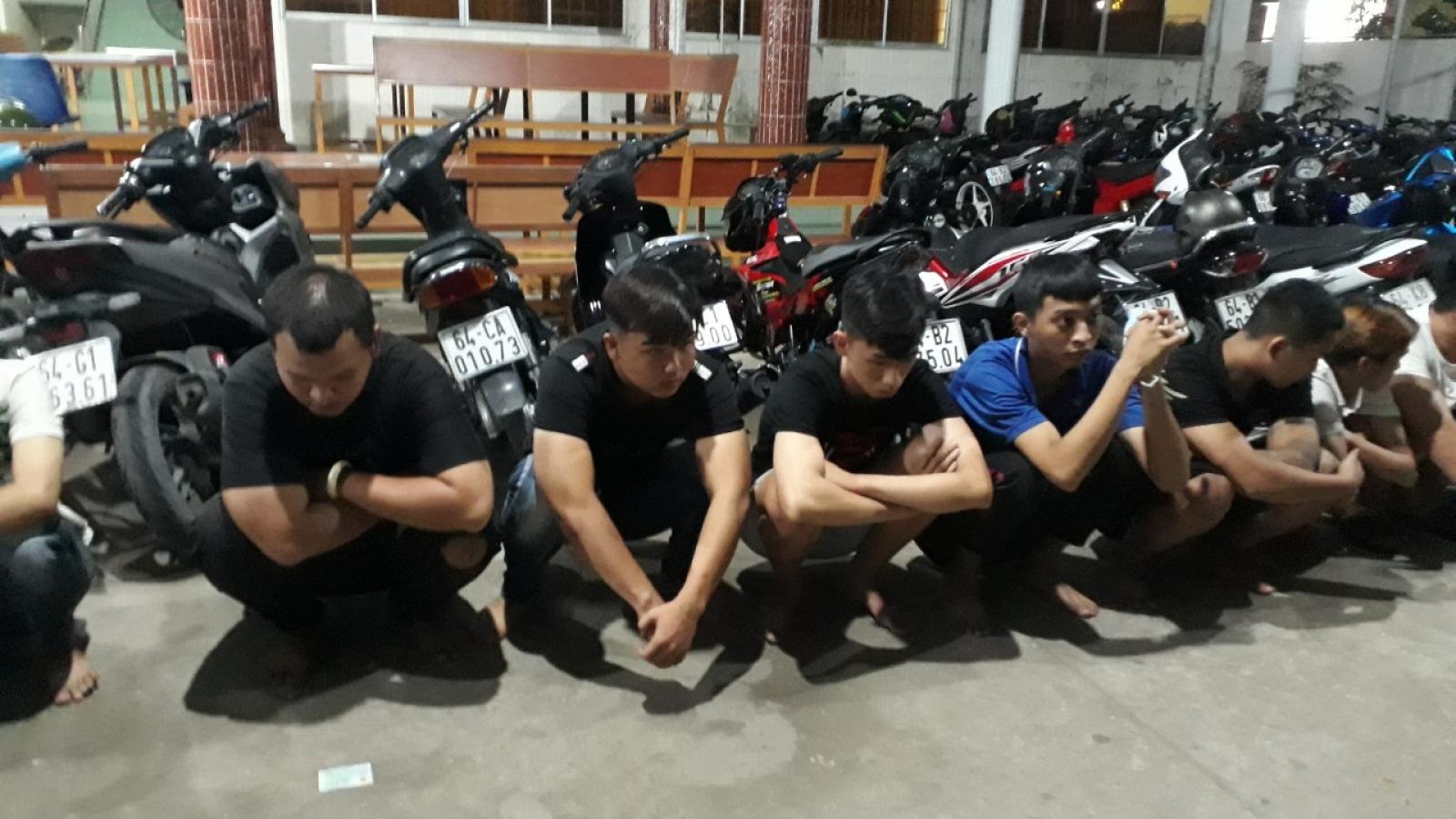 Đua xe ăn mừng ĐT Việt Nam chiến thắng, 18 thanh niên bị bắt