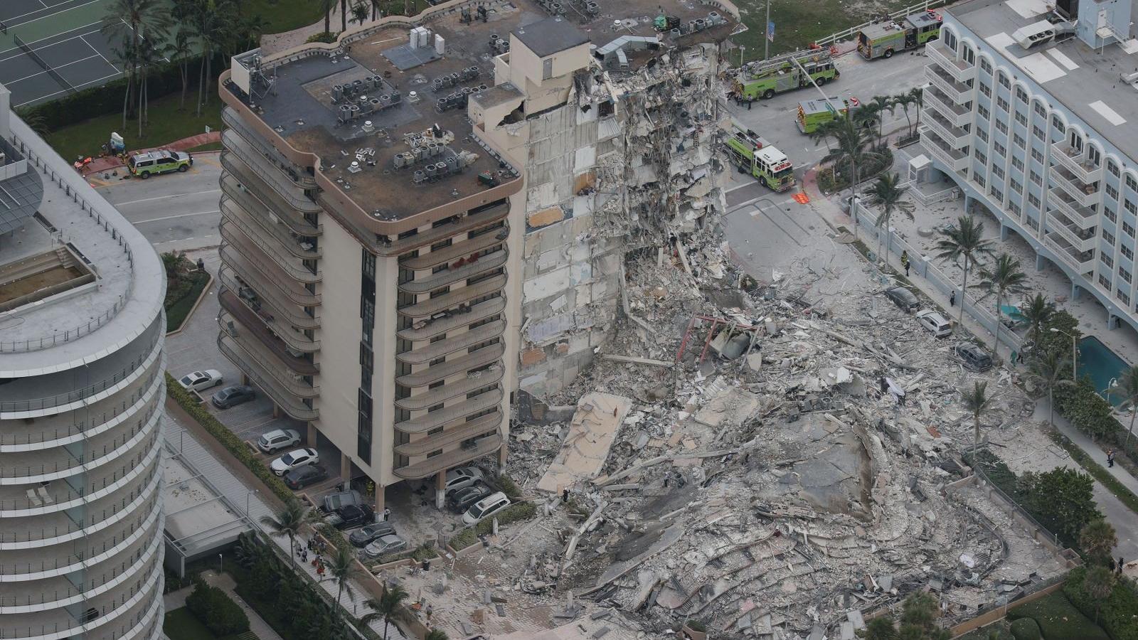 Khoảnh khắc kinh hoàng khi tòa chung cư 12 tầng ở Miami (Mỹ) sụp đổ