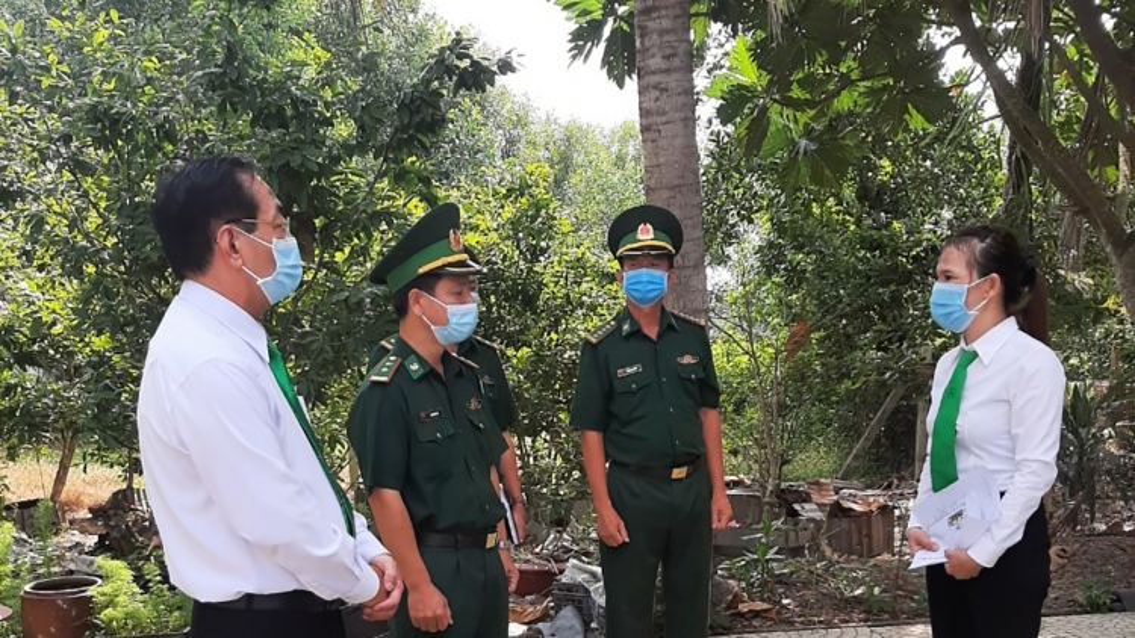 Tây Ninh thưởng nóng tài xế taxi vì tố giác người nhập cảnh trái phép