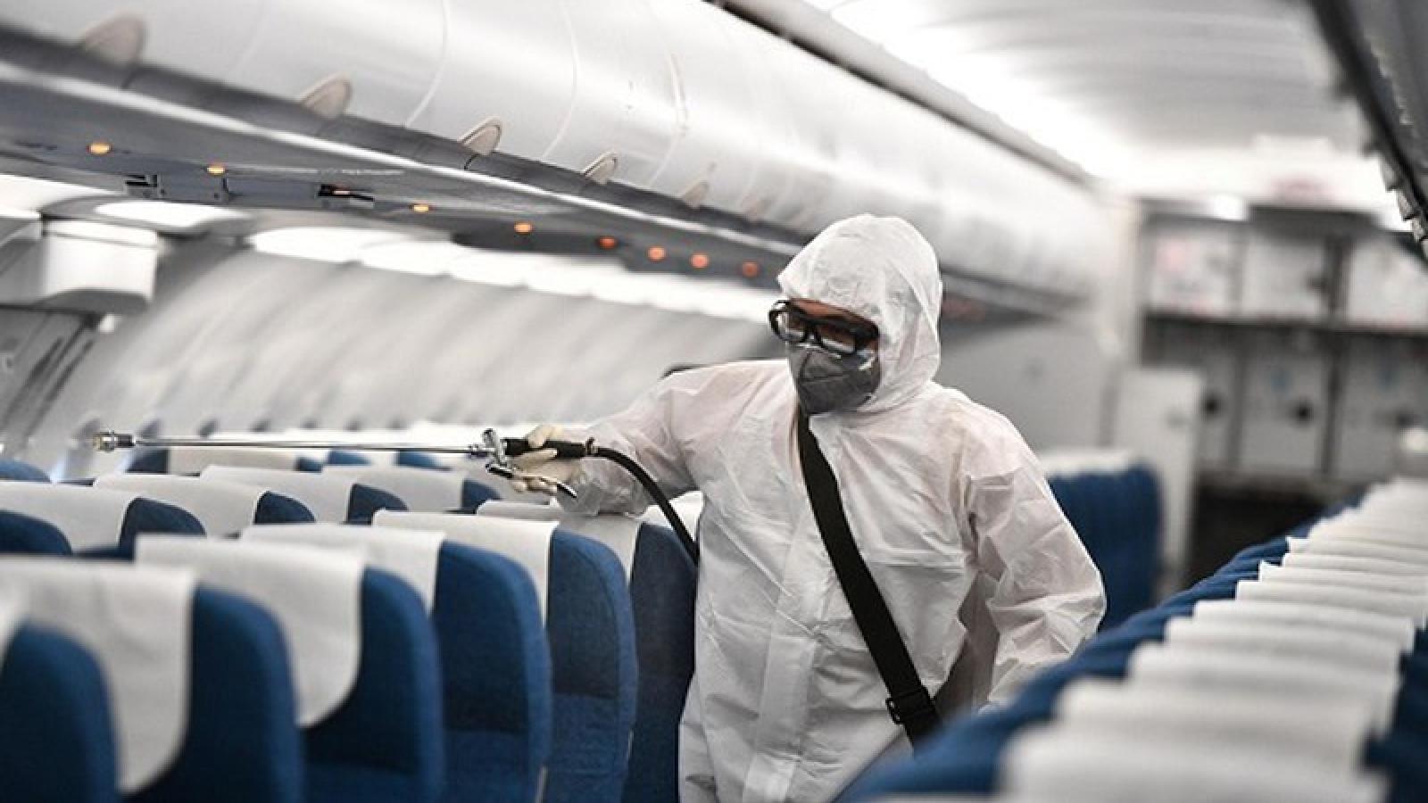 Hà Nội tìm người trên chuyến bay có ca mắc COVID-19