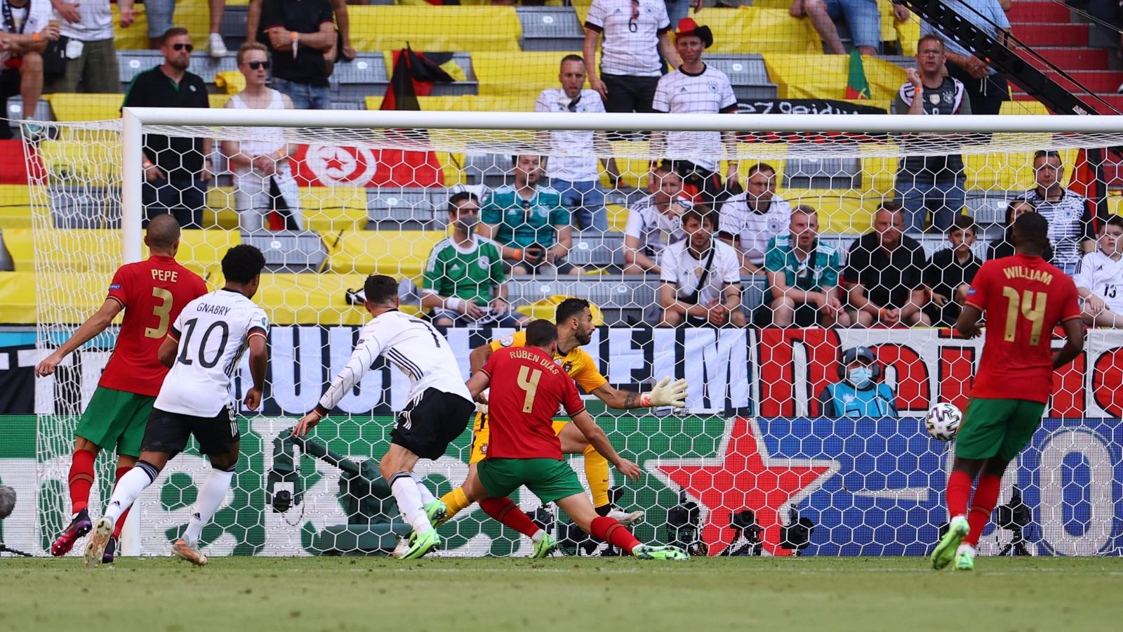 """Vòng bảng EURO 2021 qua những con số: """"Ác mộng"""" phản lưới và đá hỏng phạt đền"""