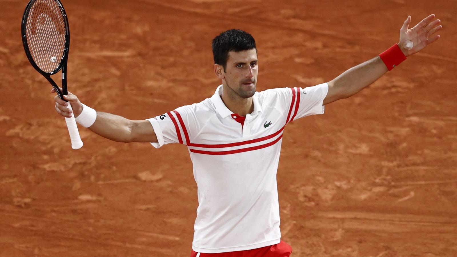 """""""Ngược dòng"""" hạ Nadal, Djokovic đi vào lịch sử Roland Garros"""