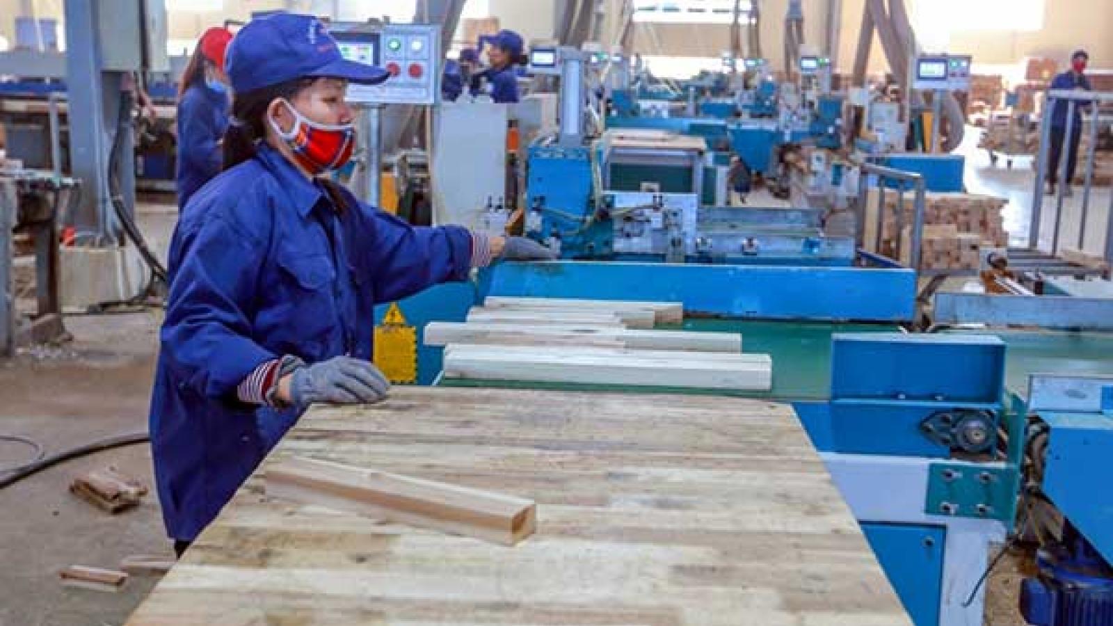 Công nghiệp và thương mại bám sát kịch bản tăng trưởng