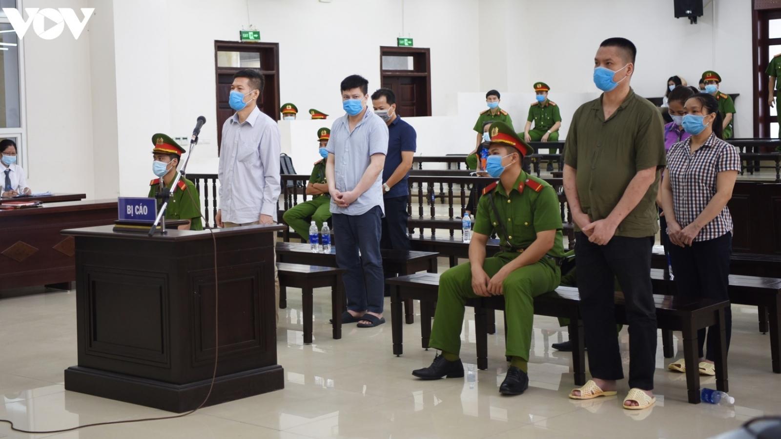 """Cựu Giám đốc CDC Hà Nội: """"Bị cáo làm việc quên mình mà bỏ qua rủi ro"""""""