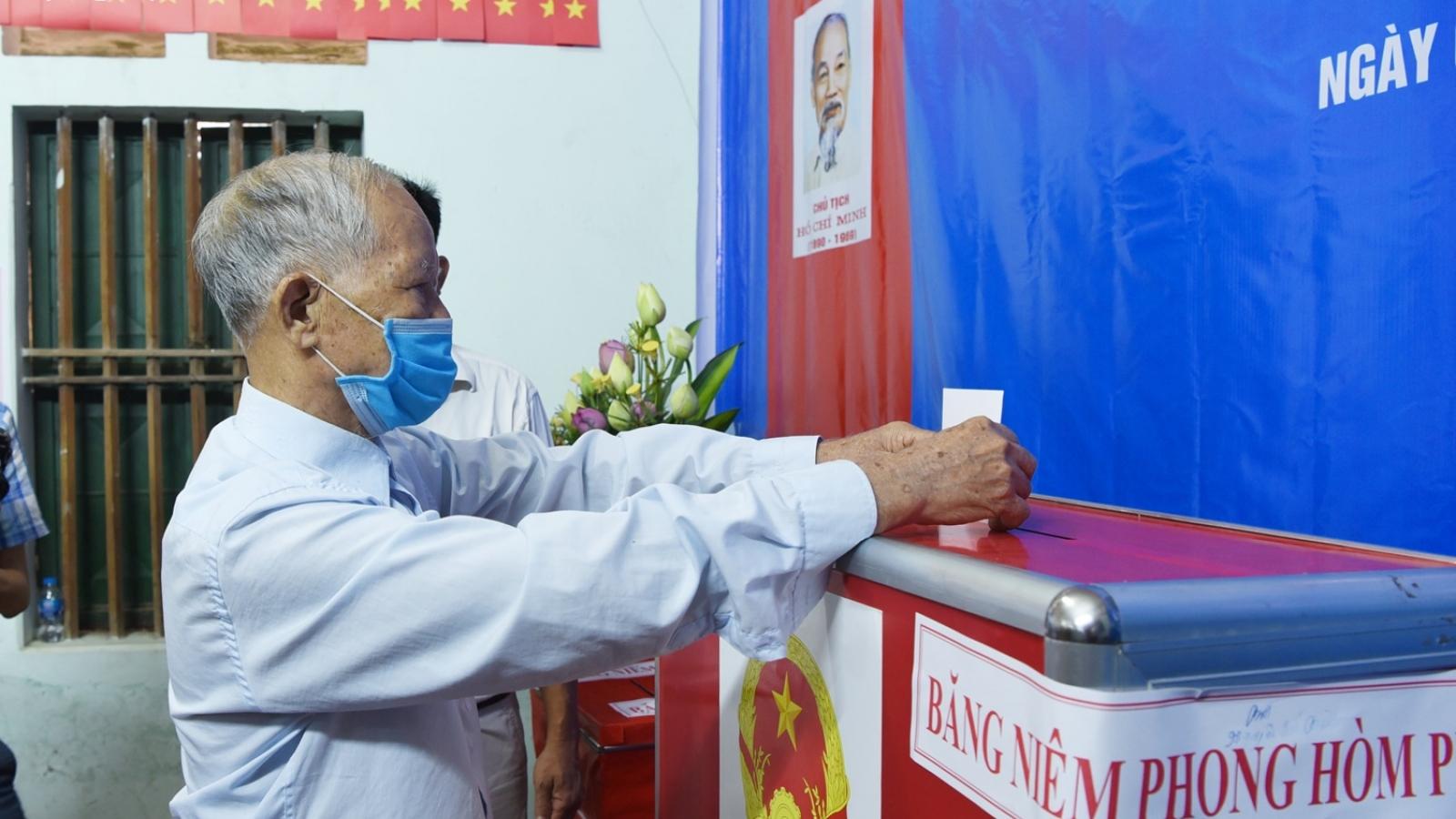 Vụ chủ tịch HĐND xã ở Hà Nội gian lận phiếu bầu: Hơn 1.000 cử tri chính thức đi bầu cử lại