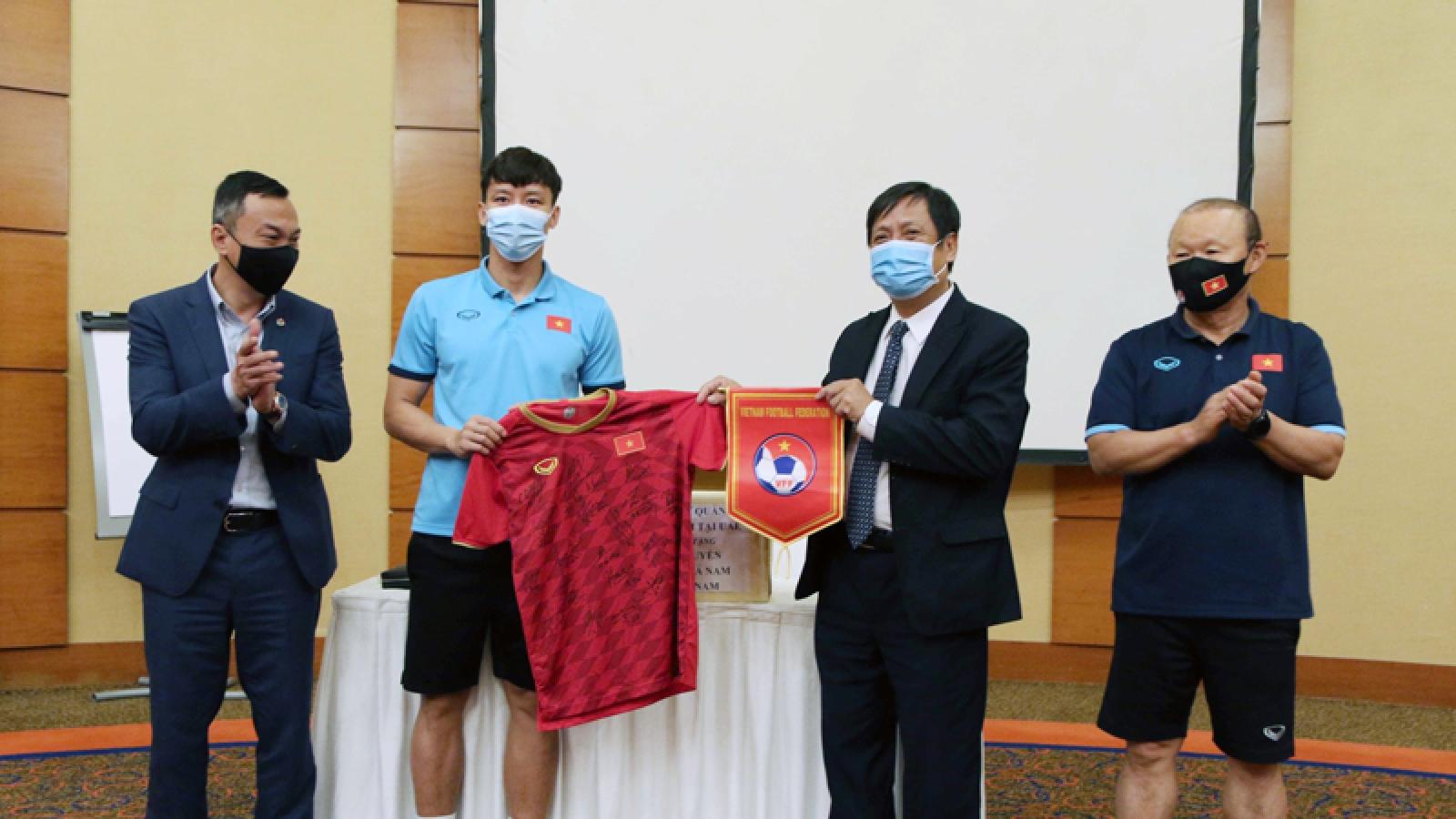 """ĐT Việt Nam nhận được lời động viên """"đặc biệt"""" trên đất UAE"""