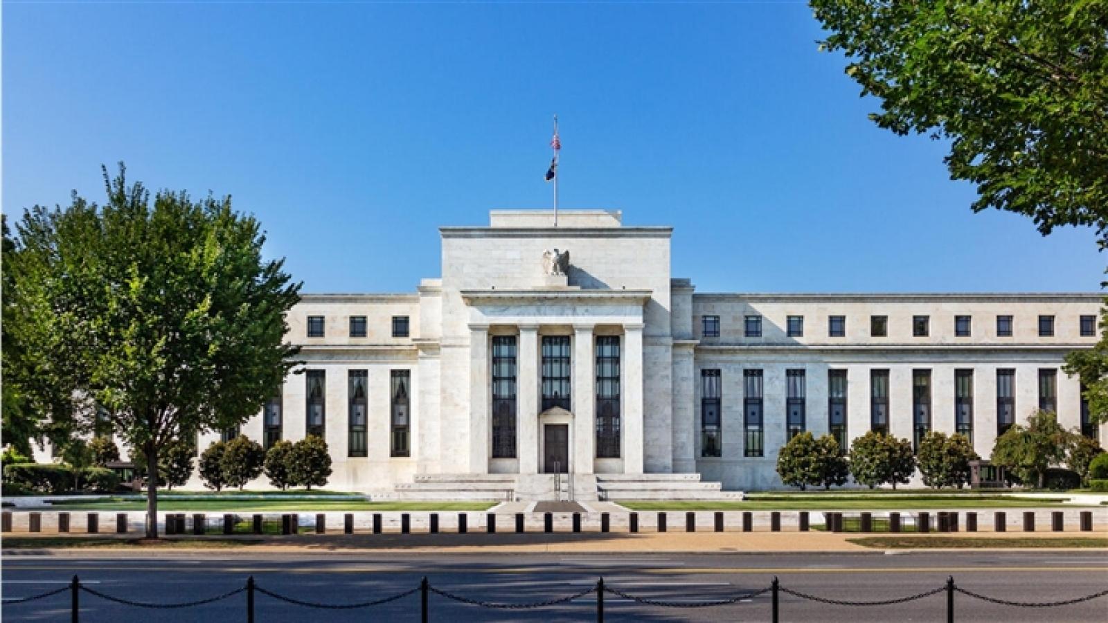 FED giữ nguyên mức lãi suất thấp, dự báo tăng vào năm 2023