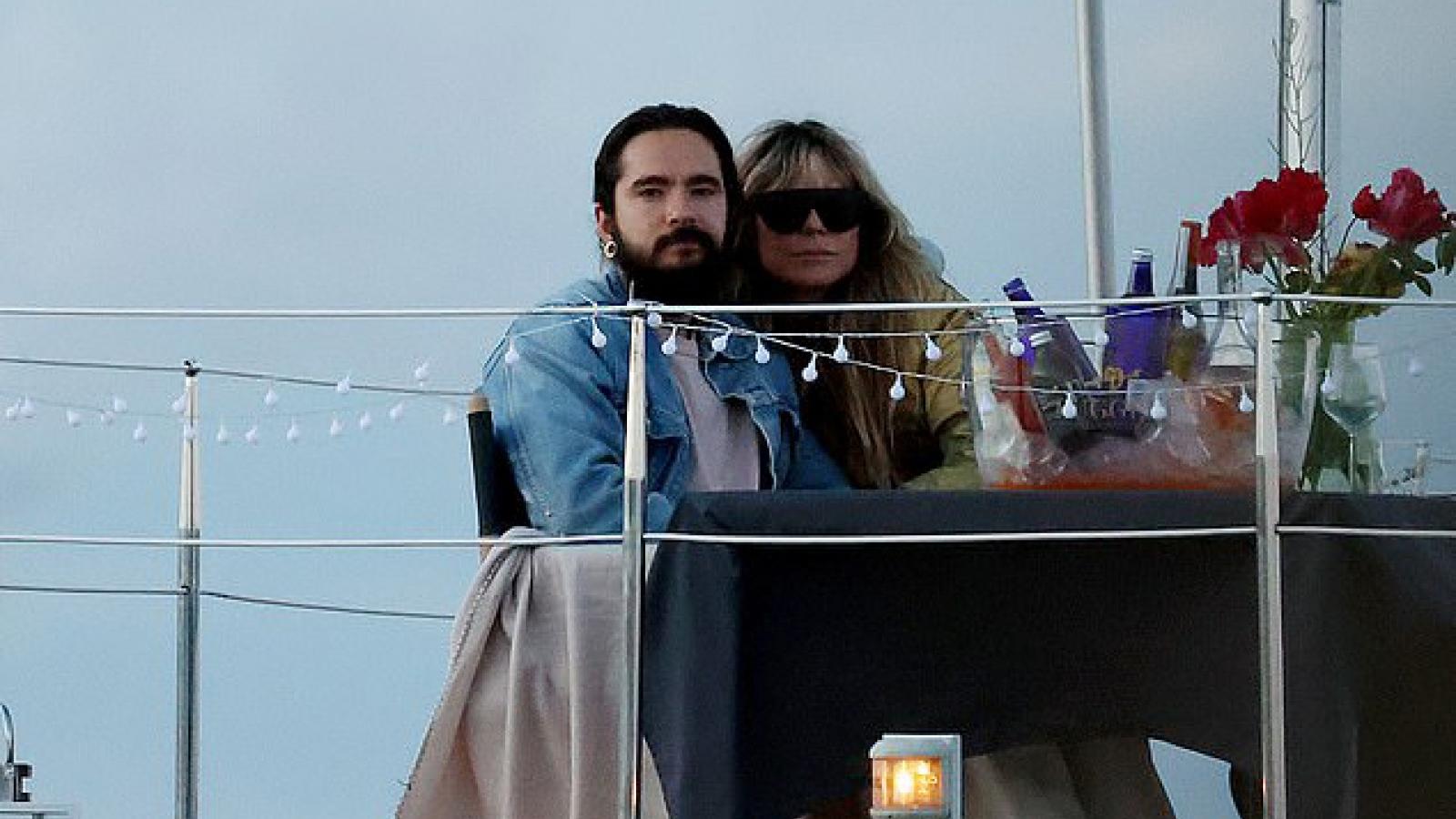 """Heidi Klum và chồng trẻ """"khóa môi"""" lãng mạn trên hồ Wannsee ở Berlin"""