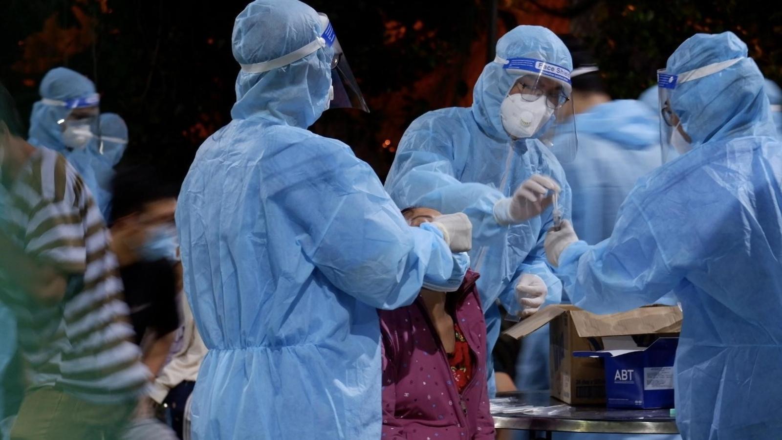 Hàng loạt chuỗi lây nhiễm Covid-19 ở TP.HCM liên quan chợ đầu mối, công ty