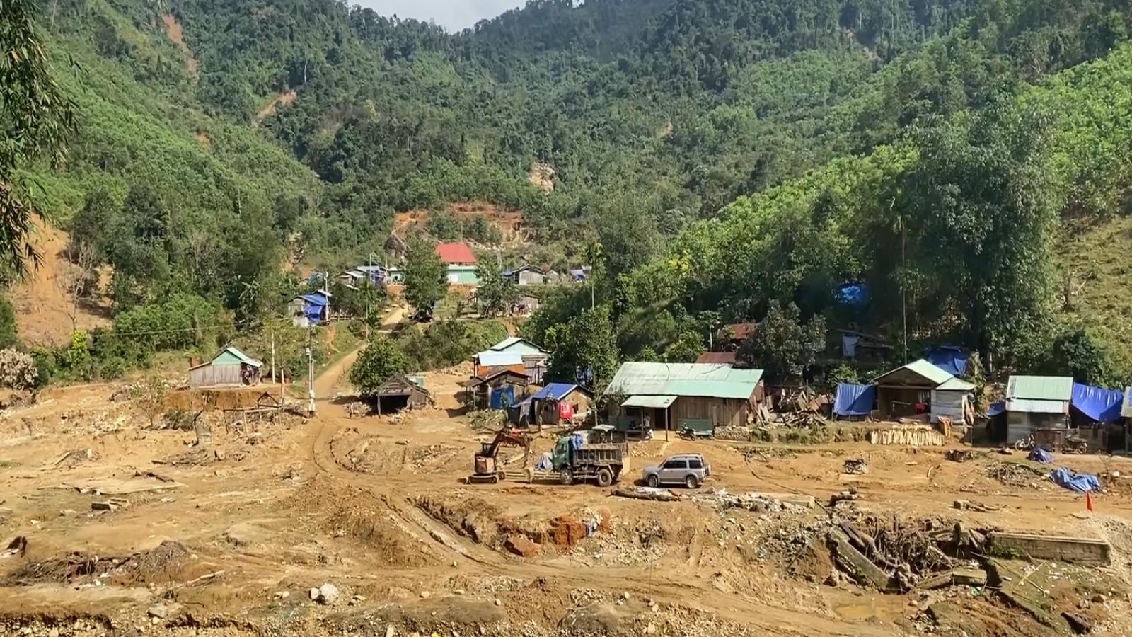 Người dân vùng sạt lở núi Quảng Nam bao giờ mới được an cư?