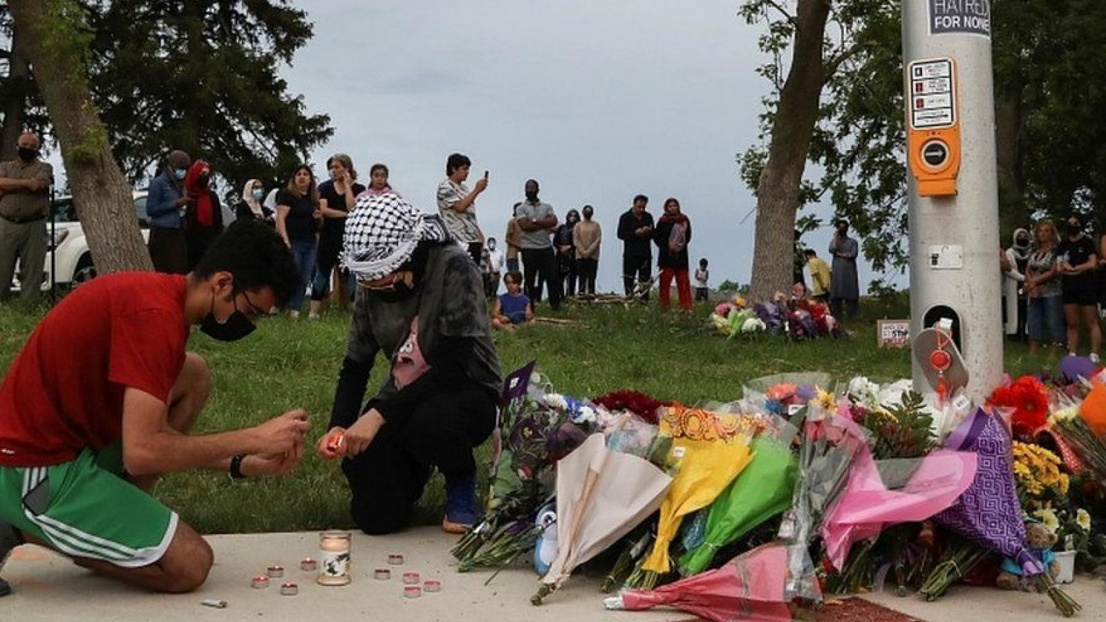 Tài xế 20 tuổi lao xe bán tải vào gia đình Hồi giáo làm 4 người chết ở Canada