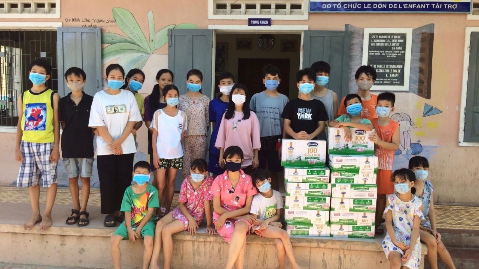 Vinamilk và quỹ sữa vươn cao Việt Nam trao 8.400 hộp sữa tại Điện Biên
