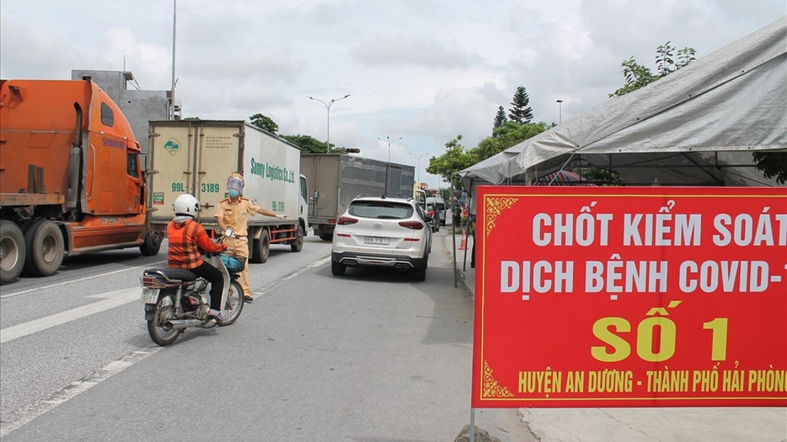 """Phân luồng giao thông trên Quốc lộ qua nơi cách ly, không """"ngăn sông cấm chợ"""""""