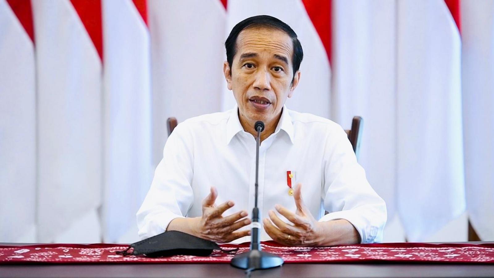 COVID-19 tăng kỷ lục, Tổng thống Indonesia yêu cầu người dân ở nhà