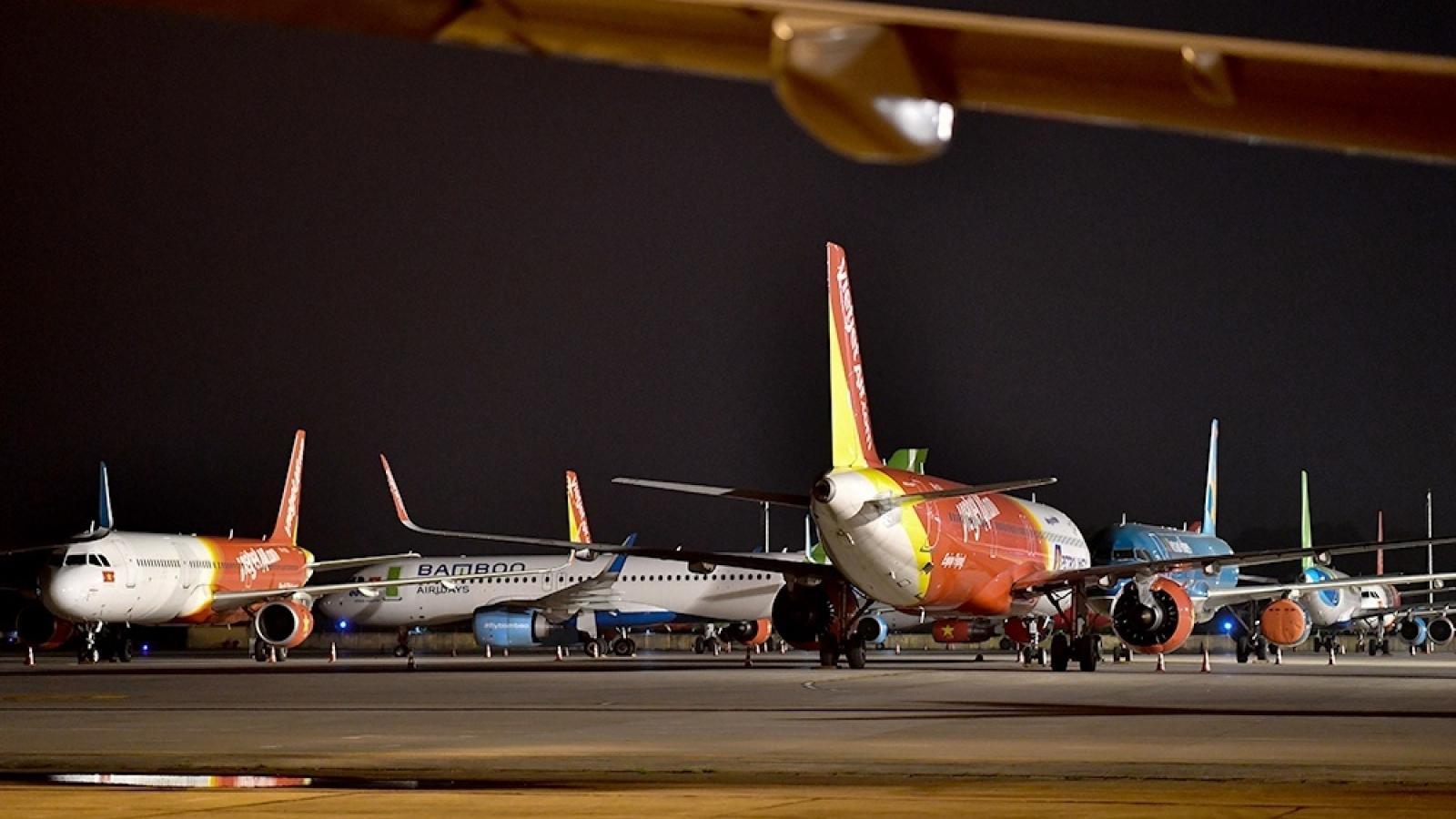 """Lượng khách giảm sốc, hàng loạt máy bay nằm """"đắp chiếu"""""""