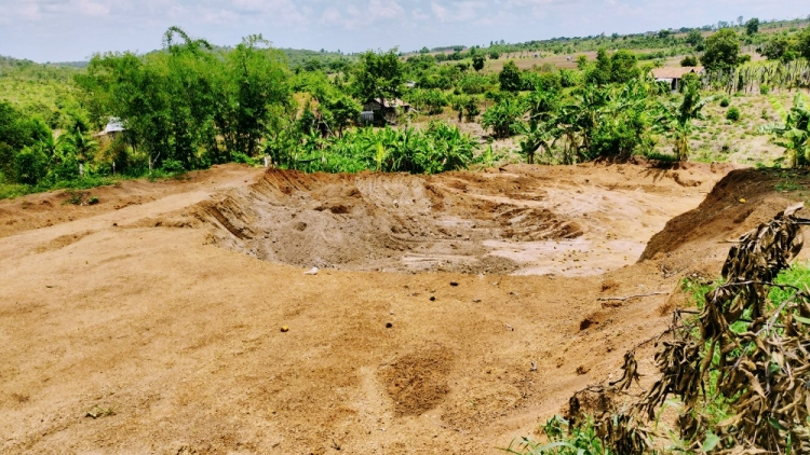 Trộm đất để thi công tỉnh lộ, nhà thầu bị phạt 146 triệu đồng