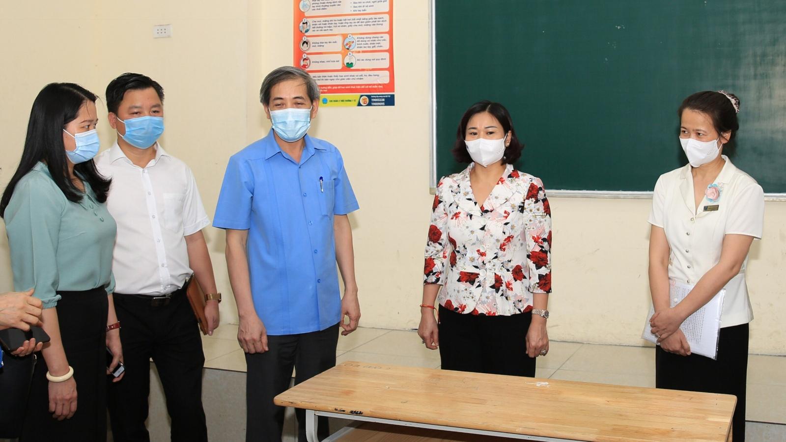 Hà Nội kiểm tra phòng, chống dịch Covid-19 và tổ chức kỳ thi vào lớp 10
