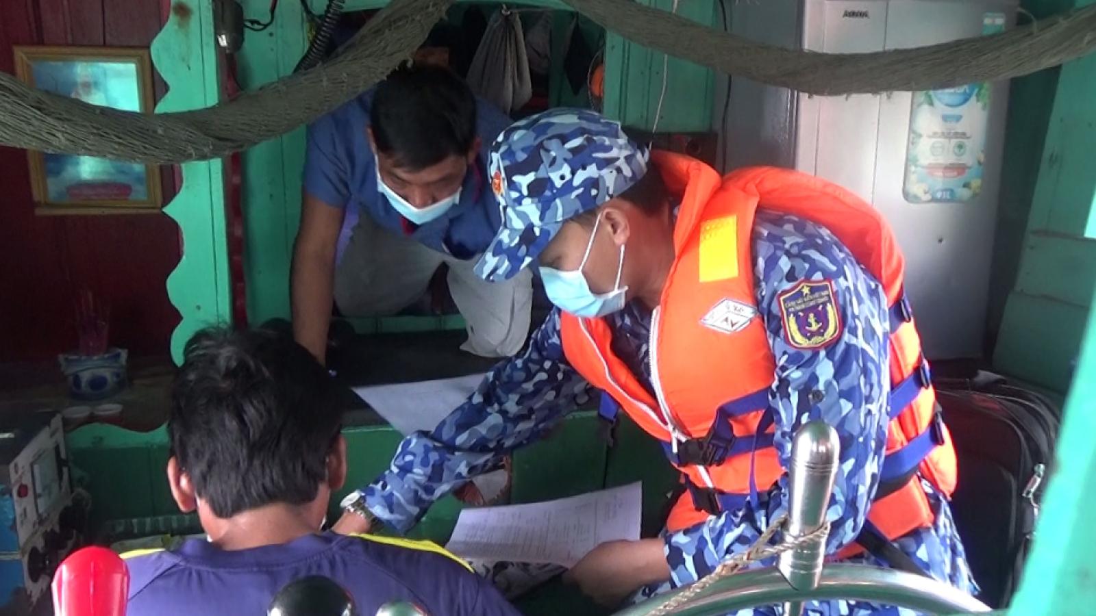 Cảnh sát biểnliên tiếp bắt giữ tàu vận chuyển dầu DO không rõ nguồn gốc