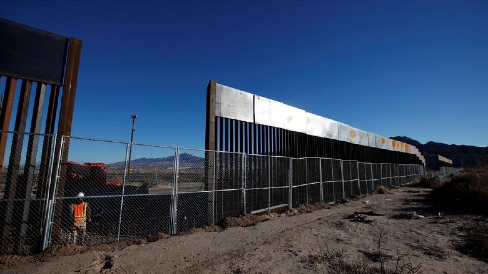 """Tranh cãi về quyết định của Tổng thống Biden khi hủy chính sách nhập cư """"Ở lại Mexico"""""""